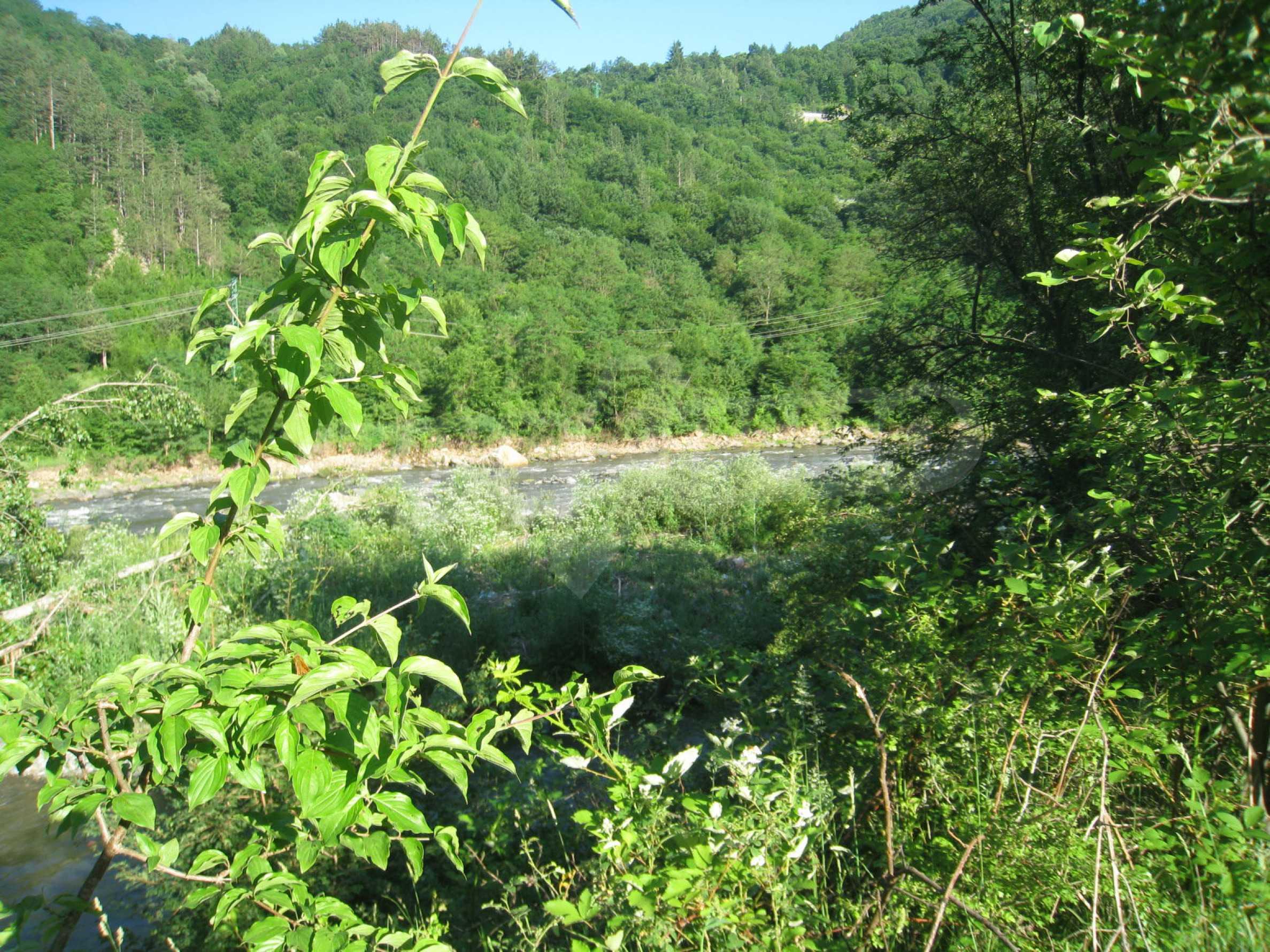 Geregeltes Grundstück in der Nähe der Flüsse Iskar und Svoge 6