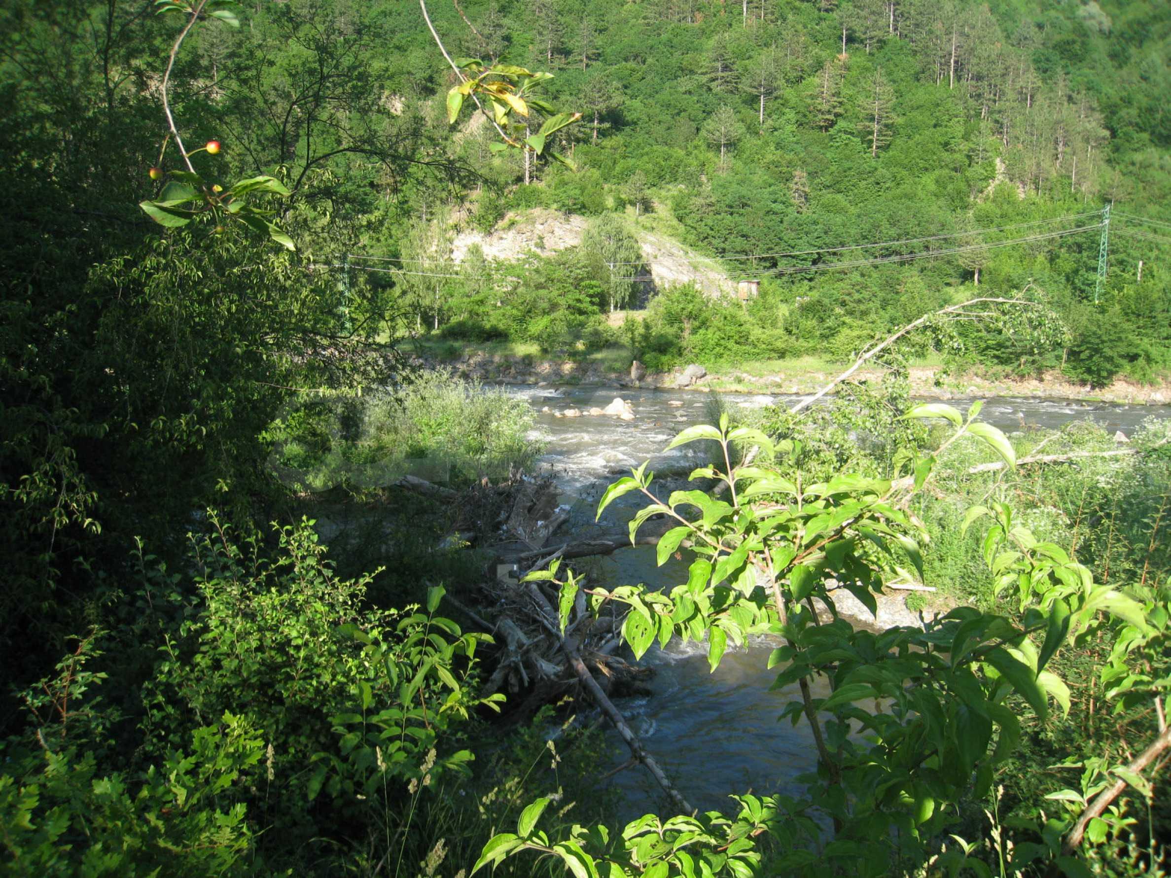 Geregeltes Grundstück in der Nähe der Flüsse Iskar und Svoge 7