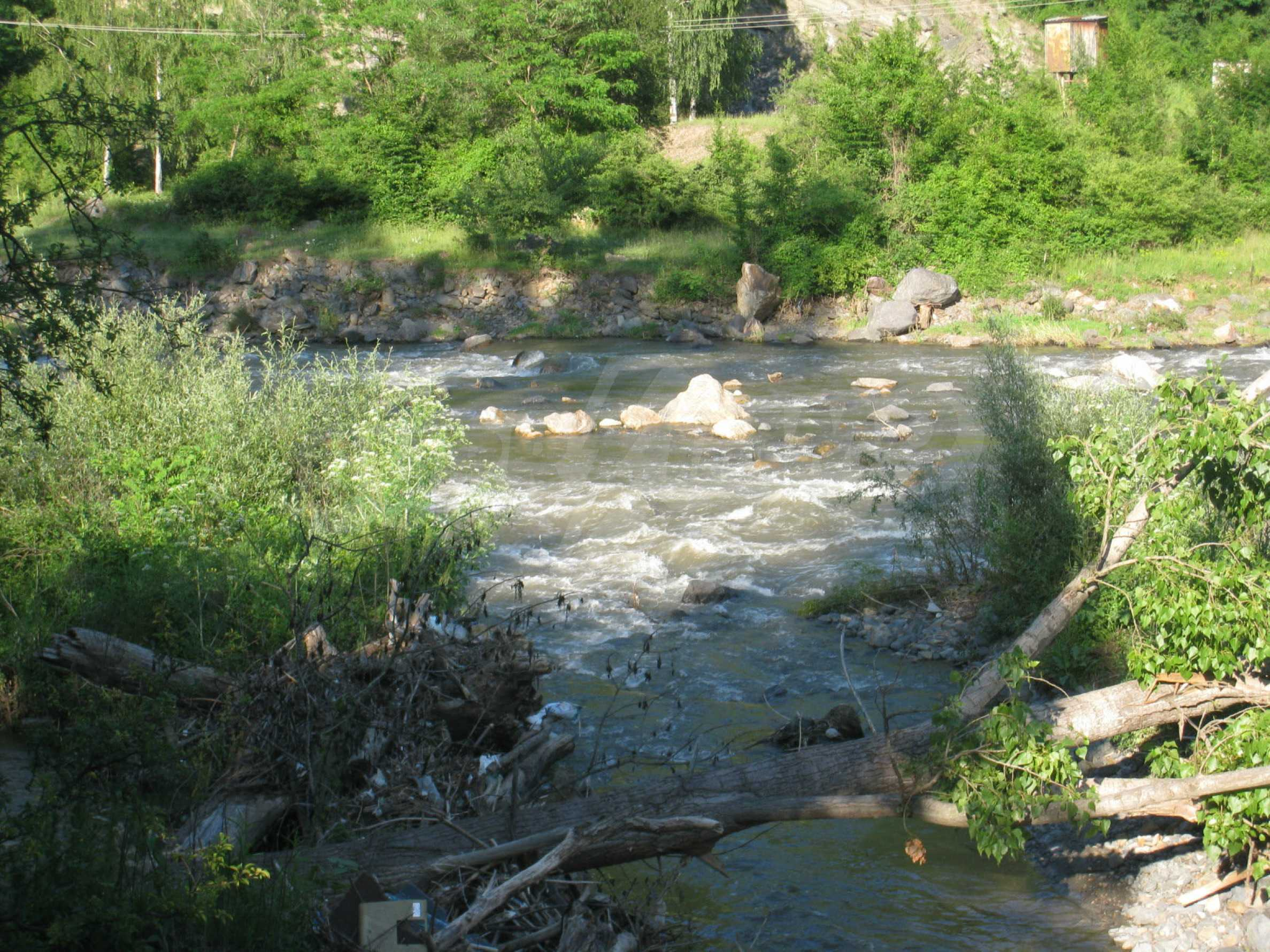 Geregeltes Grundstück in der Nähe der Flüsse Iskar und Svoge 8