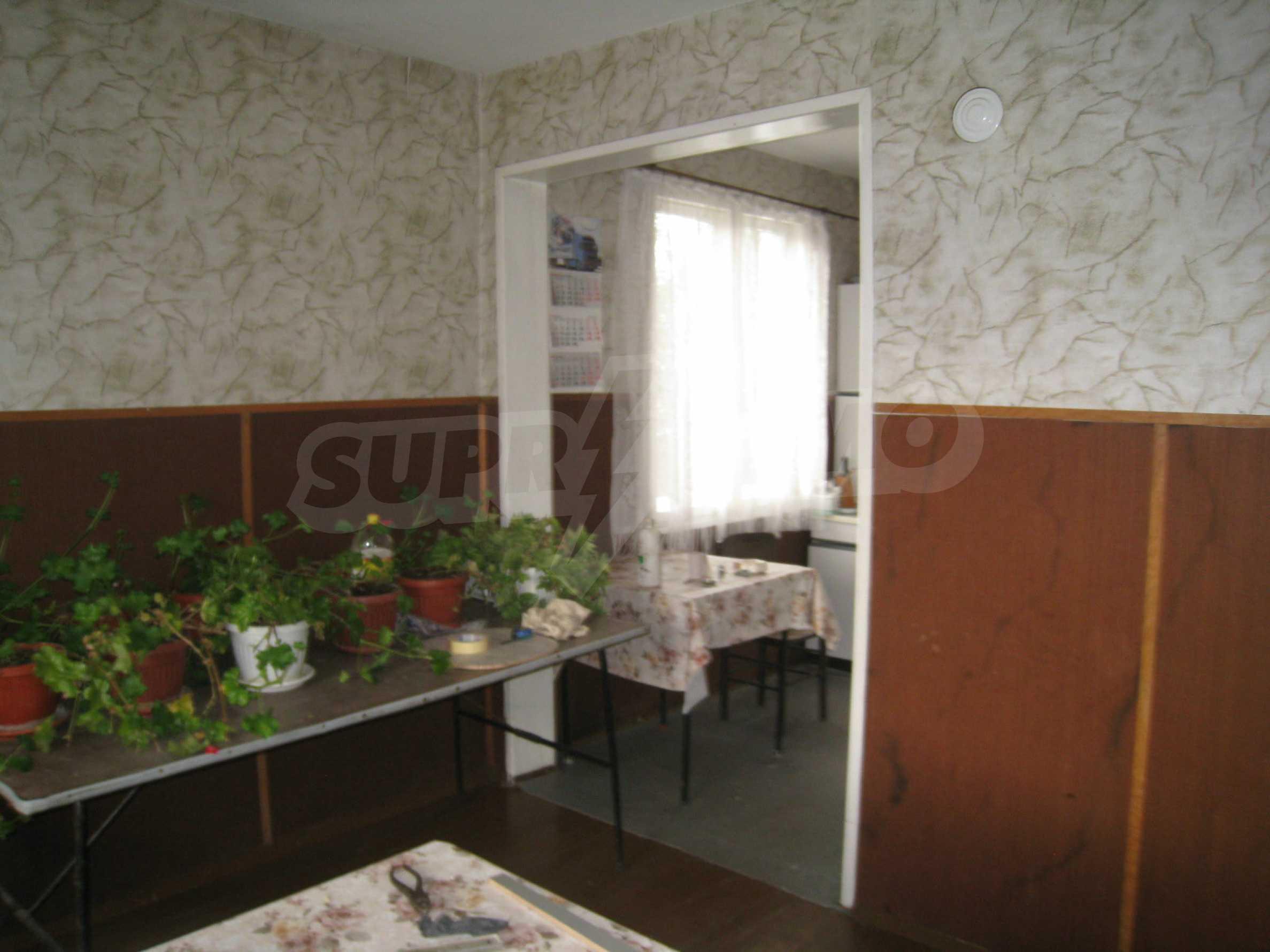 Großes zweistöckiges Haus mit Hof in einem Dorf in der Nähe von Sofia 9