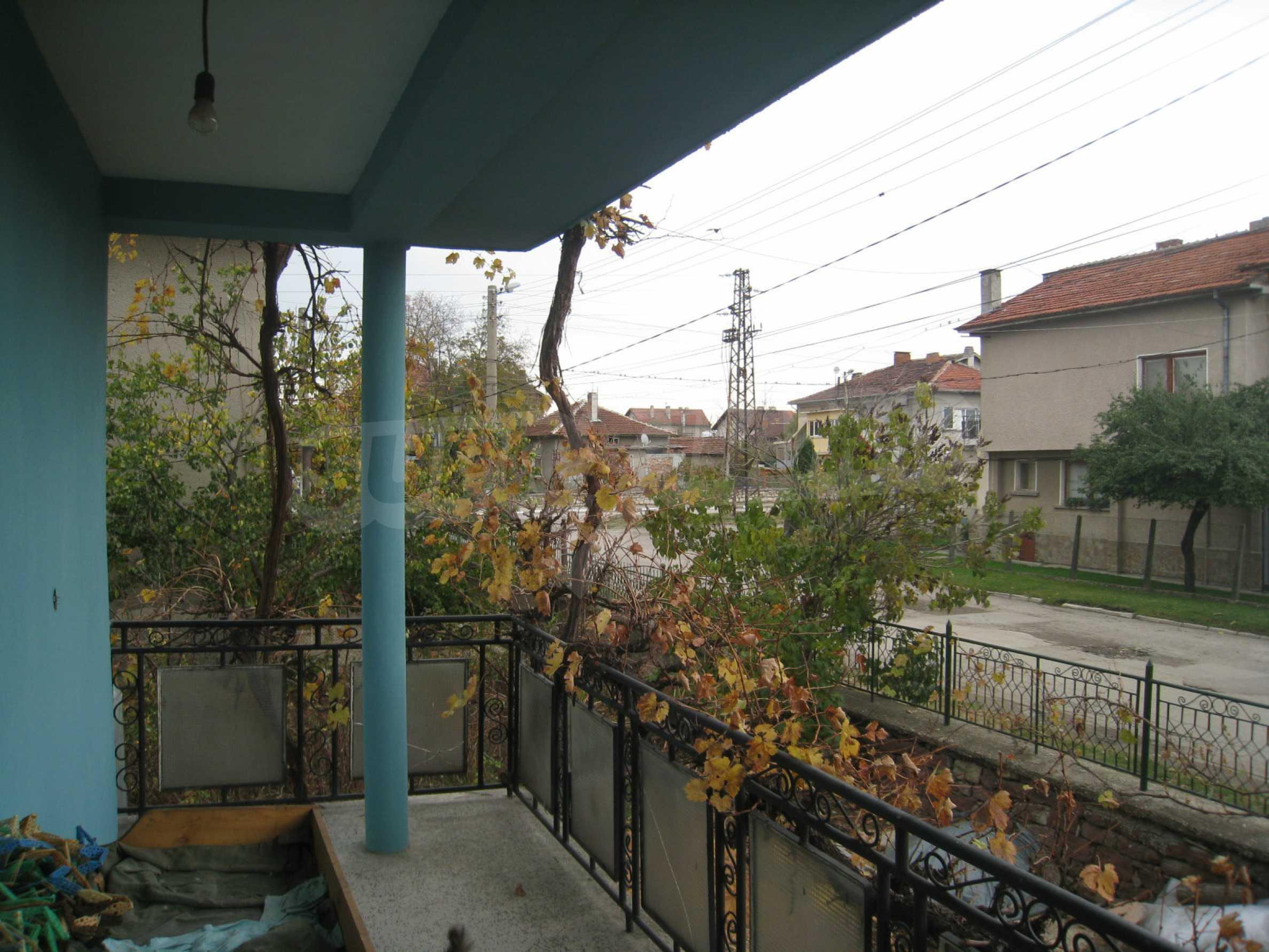 Großes zweistöckiges Haus mit Hof in einem Dorf in der Nähe von Sofia 13