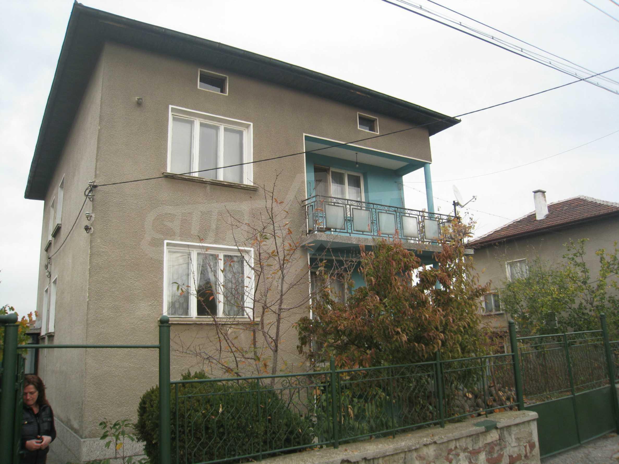 Großes zweistöckiges Haus mit Hof in einem Dorf in der Nähe von Sofia 1