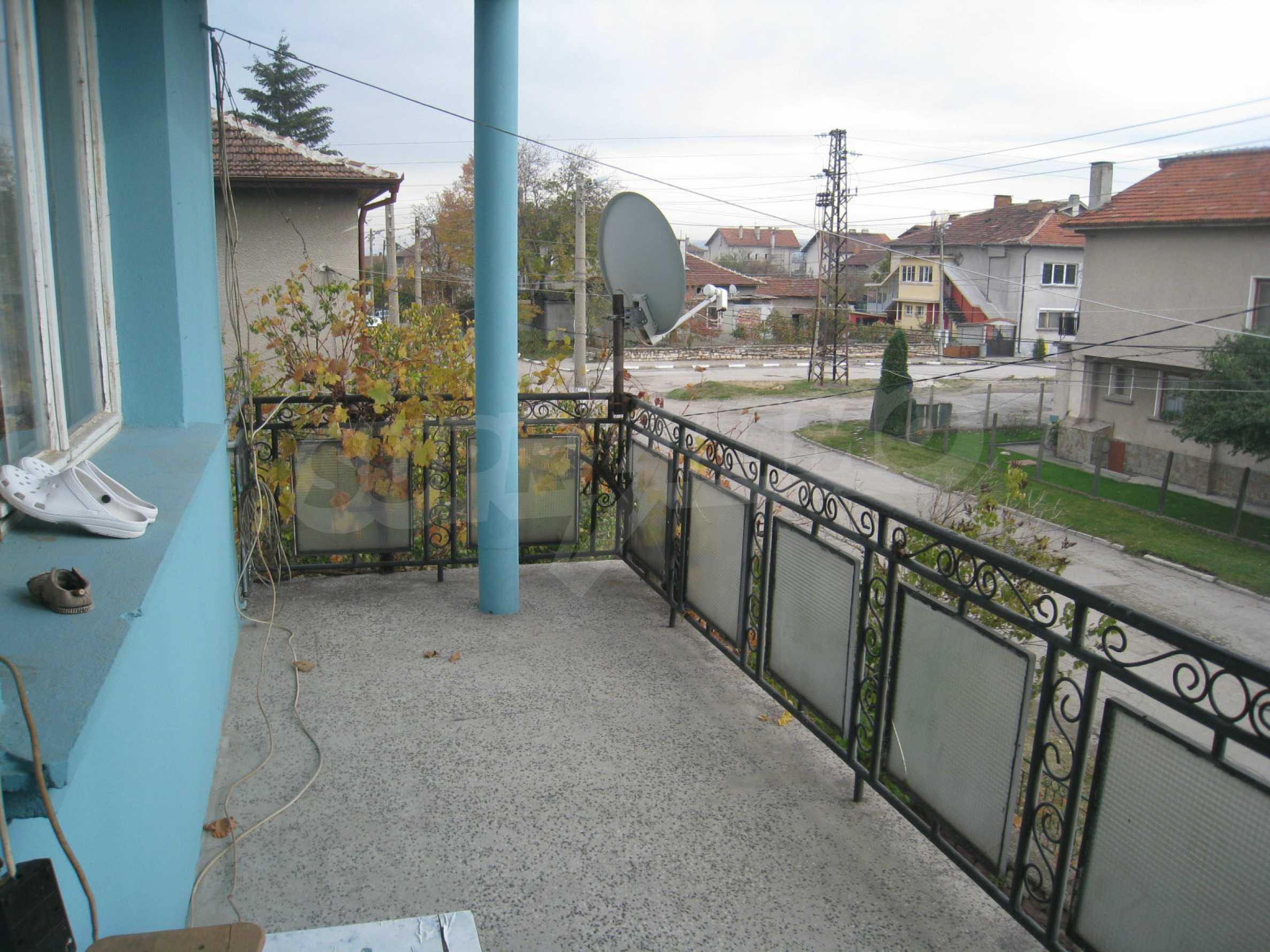 Großes zweistöckiges Haus mit Hof in einem Dorf in der Nähe von Sofia 40