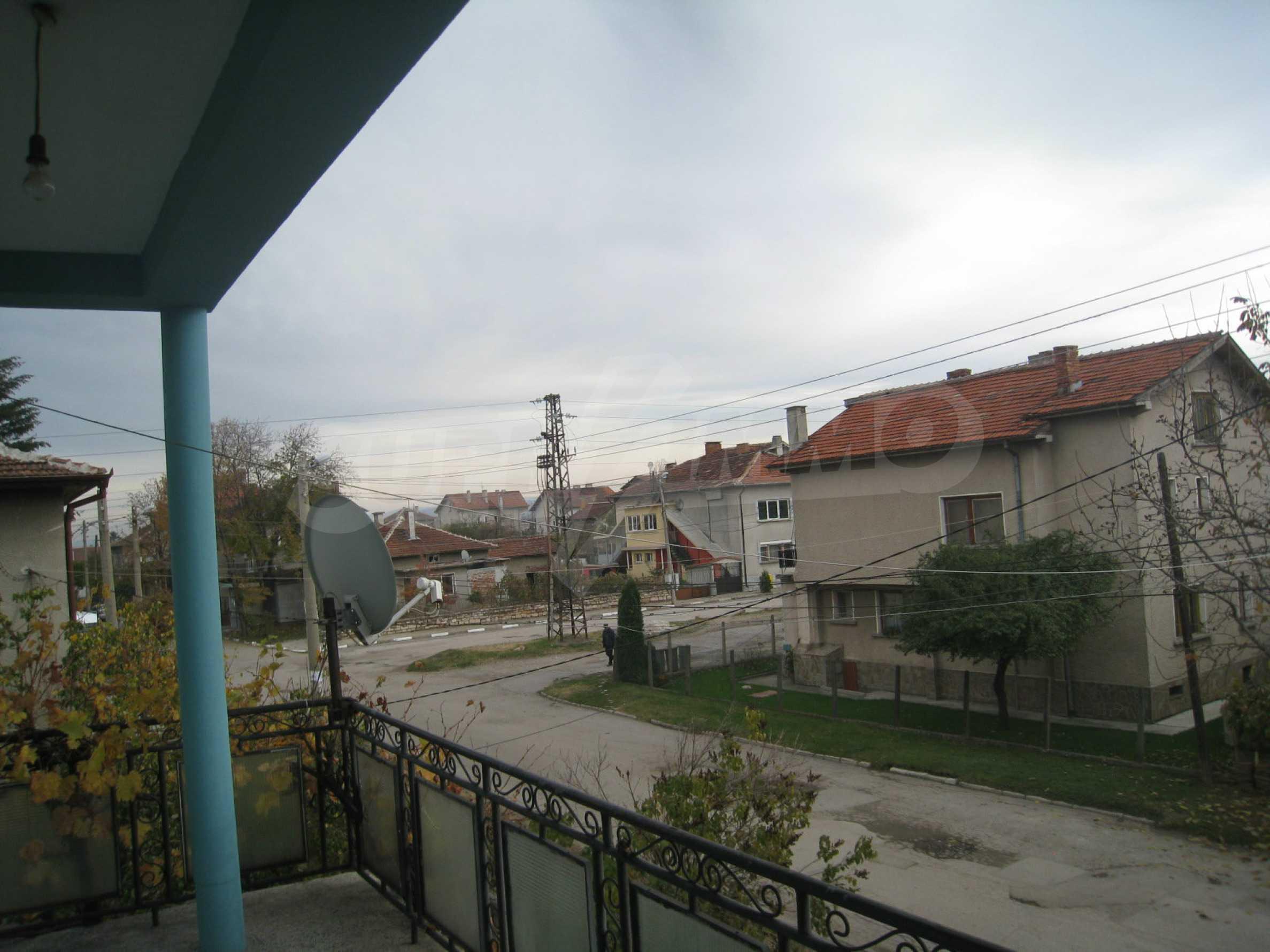 Großes zweistöckiges Haus mit Hof in einem Dorf in der Nähe von Sofia 41