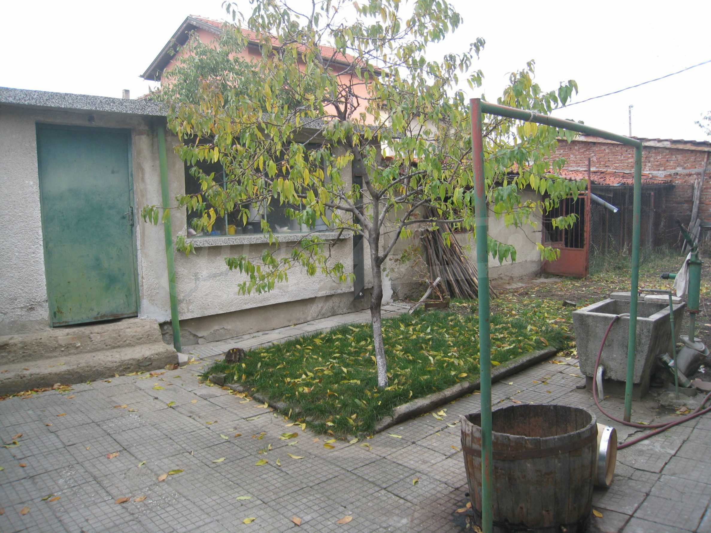 Großes zweistöckiges Haus mit Hof in einem Dorf in der Nähe von Sofia 58