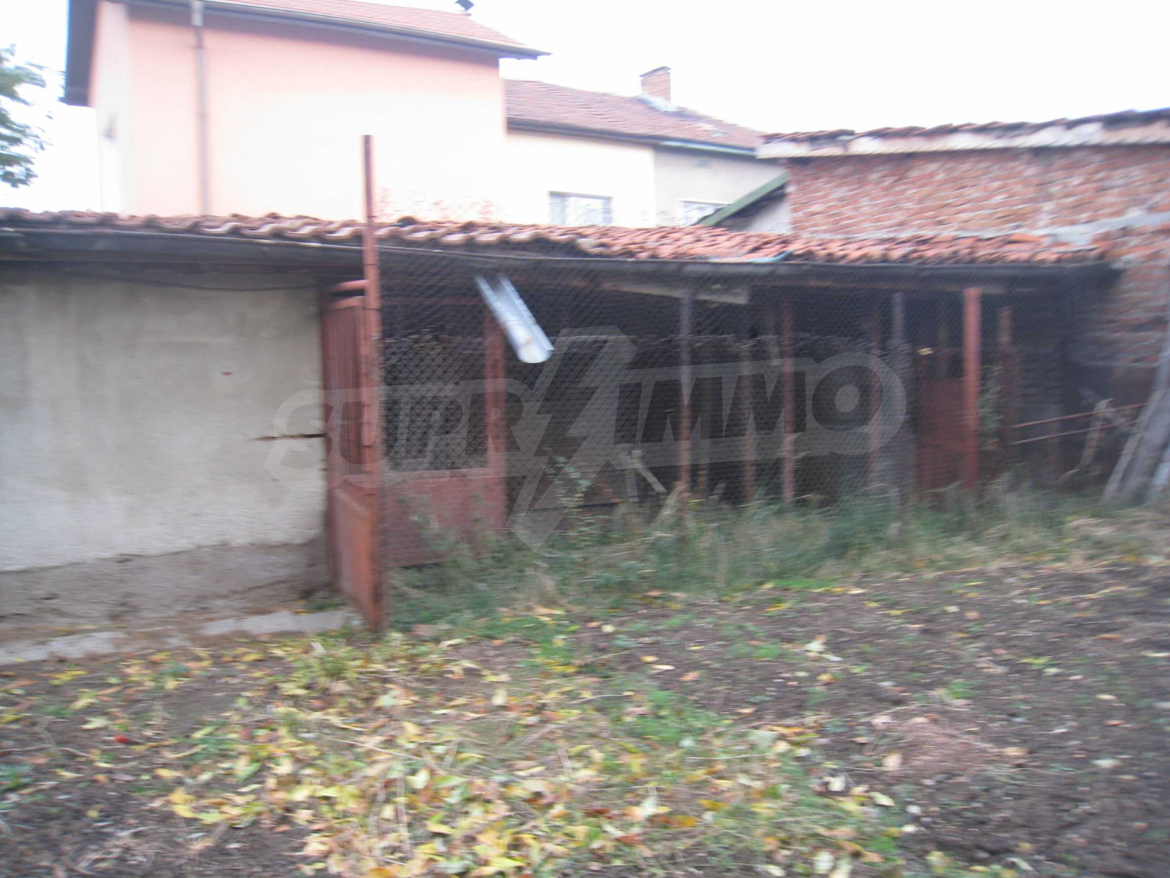 Großes zweistöckiges Haus mit Hof in einem Dorf in der Nähe von Sofia 59