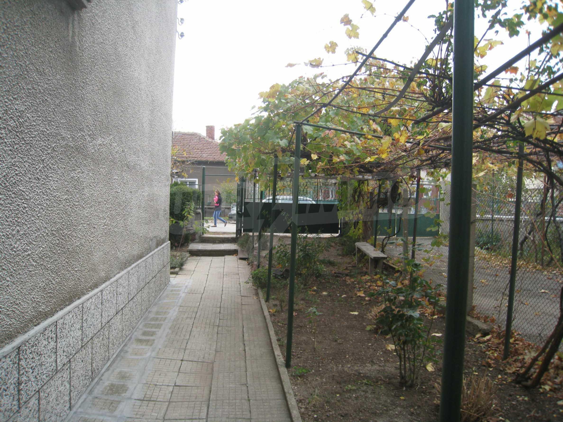 Großes zweistöckiges Haus mit Hof in einem Dorf in der Nähe von Sofia 63