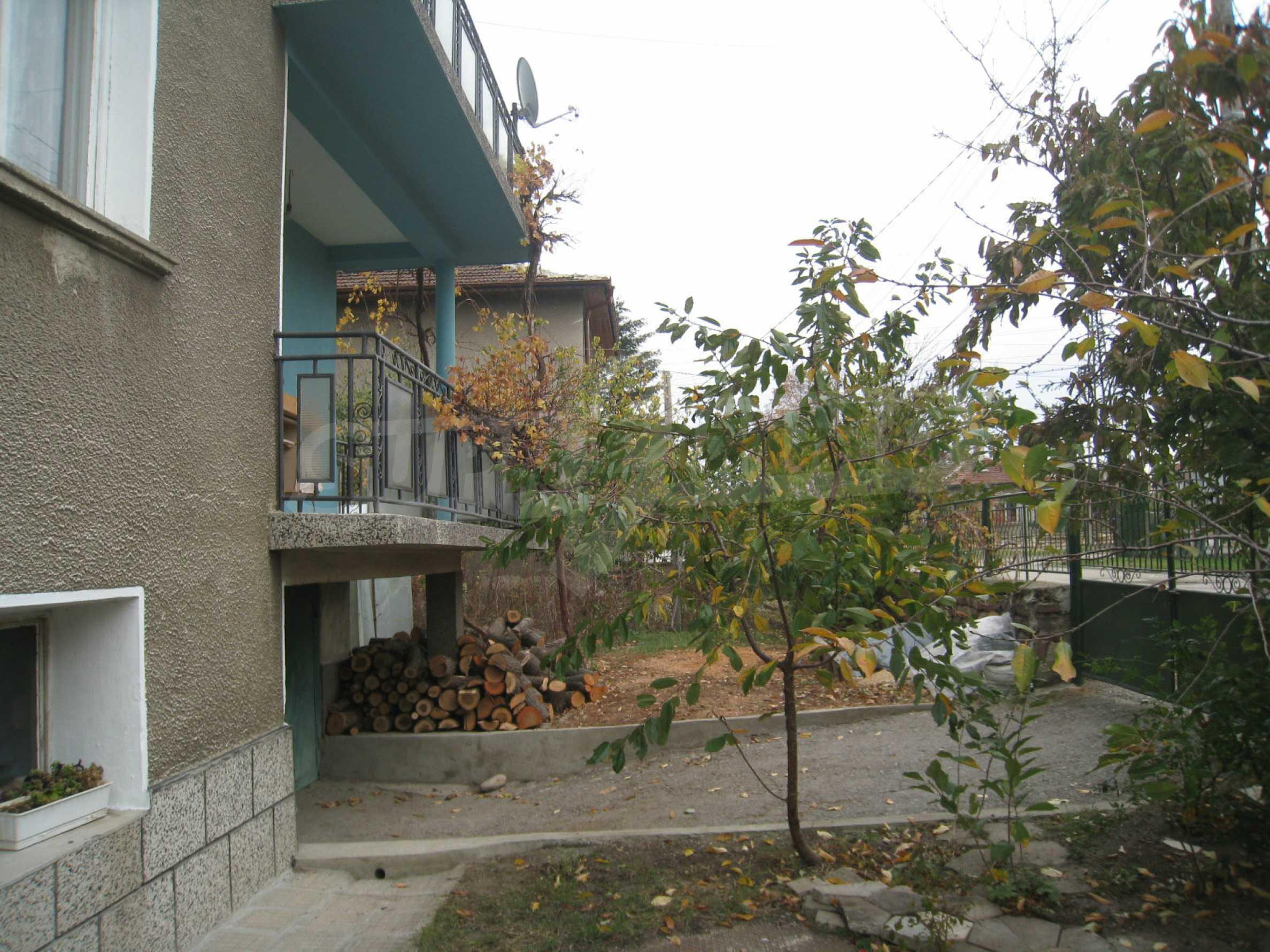Großes zweistöckiges Haus mit Hof in einem Dorf in der Nähe von Sofia 64
