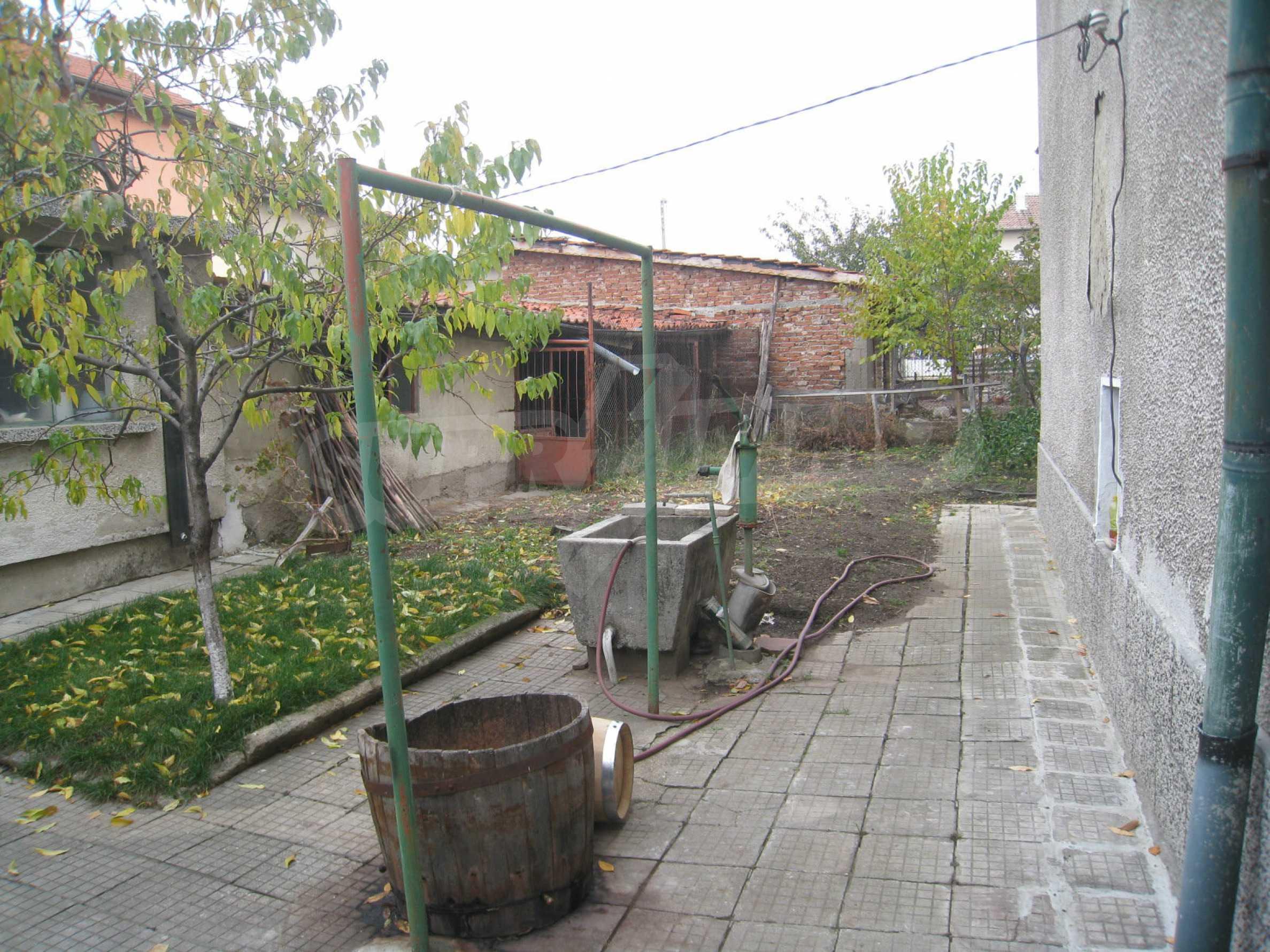 Großes zweistöckiges Haus mit Hof in einem Dorf in der Nähe von Sofia 65