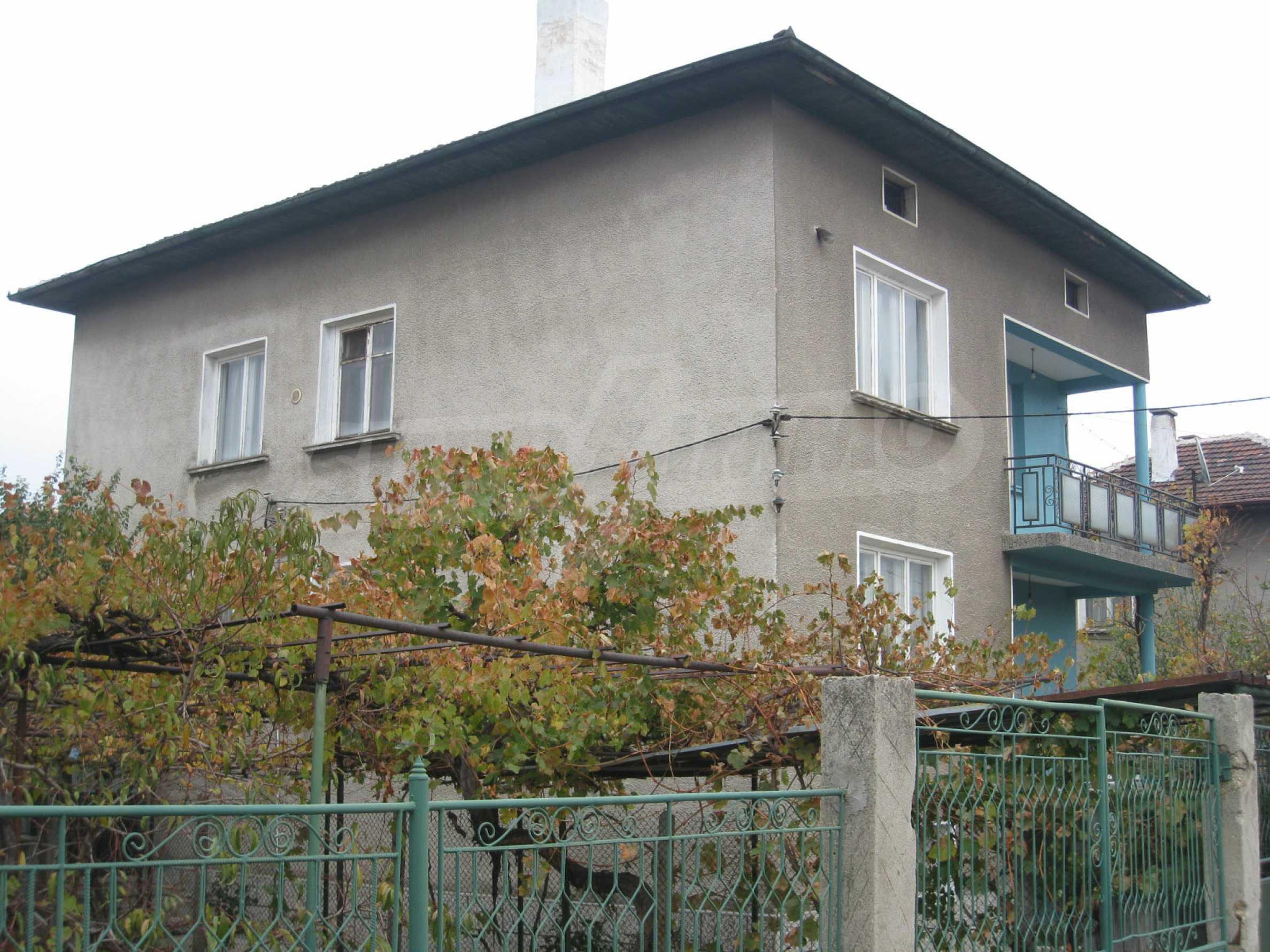 Großes zweistöckiges Haus mit Hof in einem Dorf in der Nähe von Sofia 67