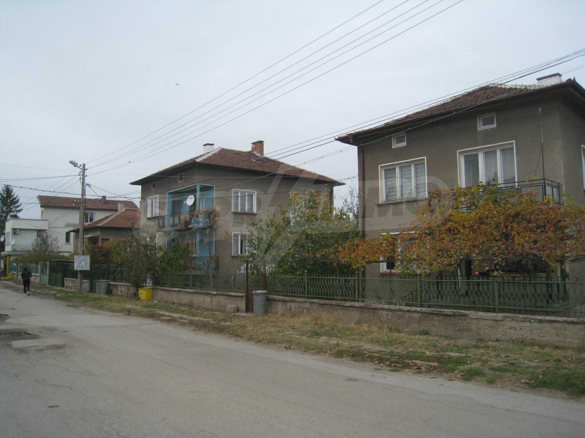 Großes zweistöckiges Haus mit Hof in einem Dorf in der Nähe von Sofia 68
