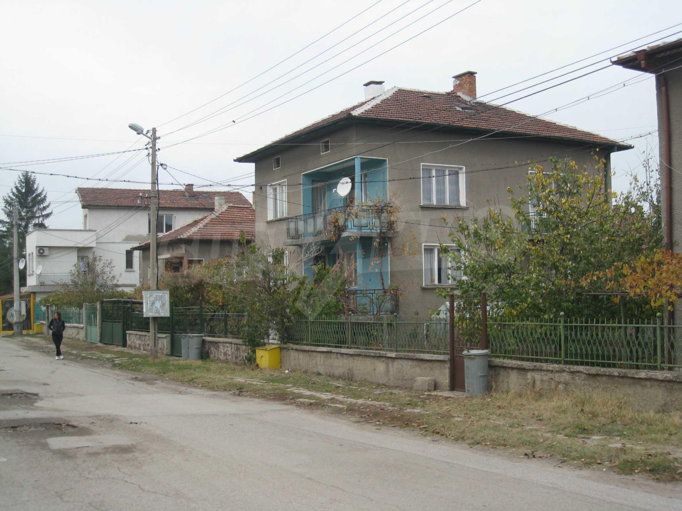 Großes zweistöckiges Haus mit Hof in einem Dorf in der Nähe von Sofia 69