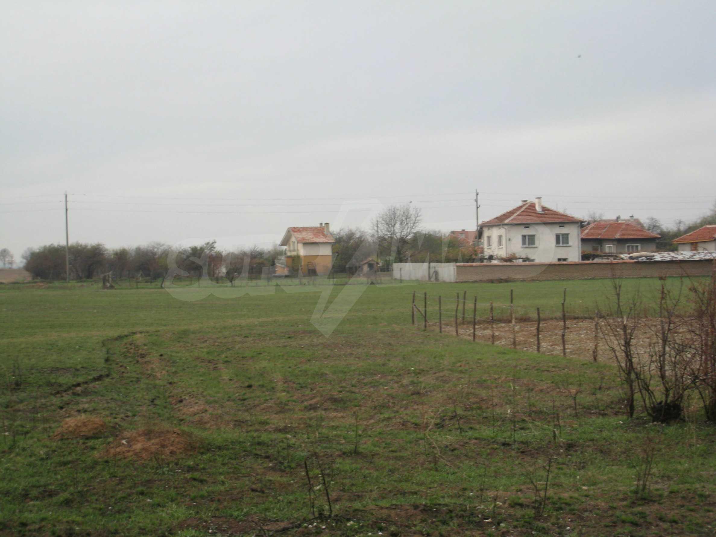 Solides dreistöckiges Gebäude (ehemalige Mühle) mit Hof in der Nähe von Elin Pelin 9