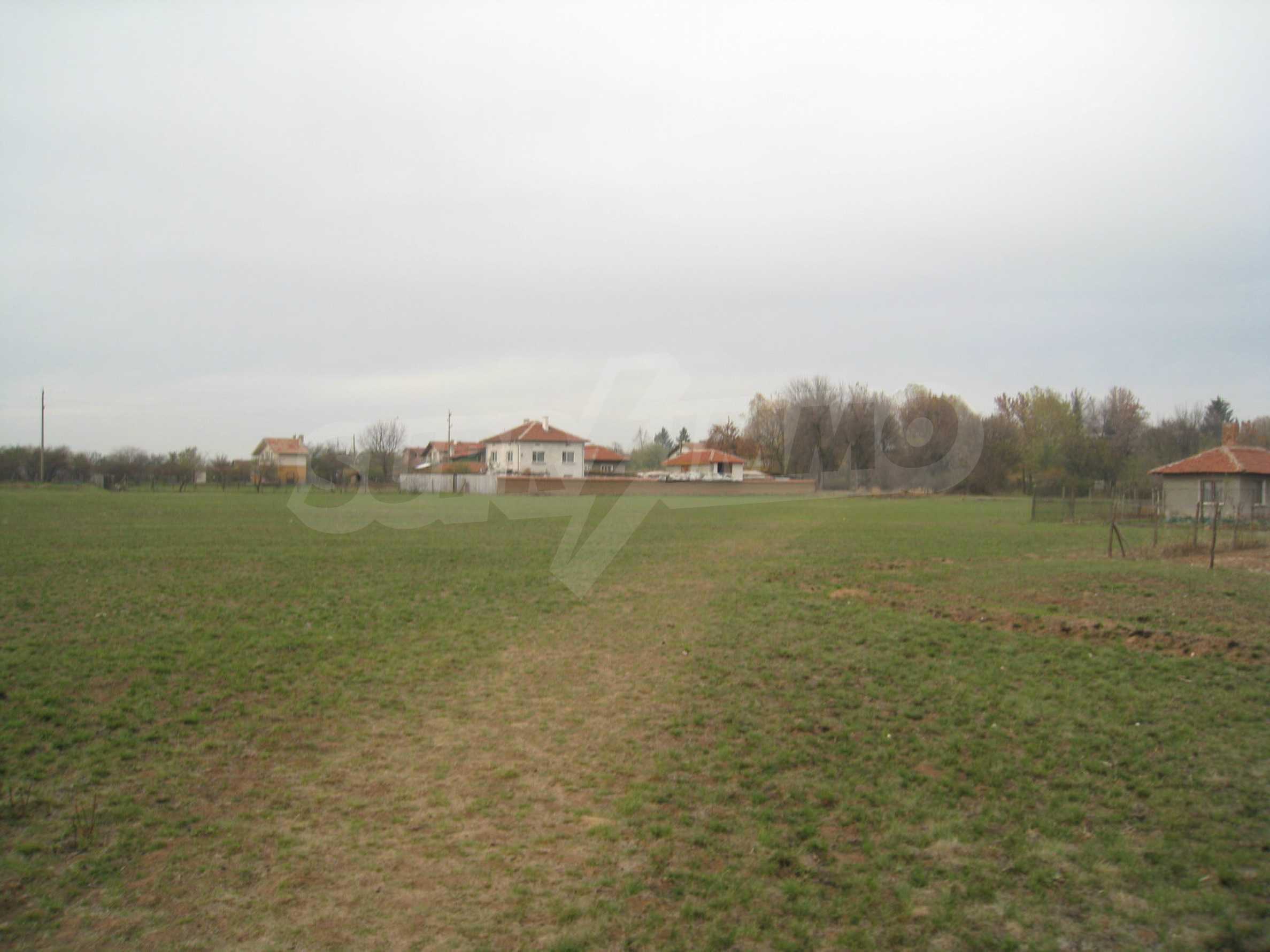 Solides dreistöckiges Gebäude (ehemalige Mühle) mit Hof in der Nähe von Elin Pelin 12