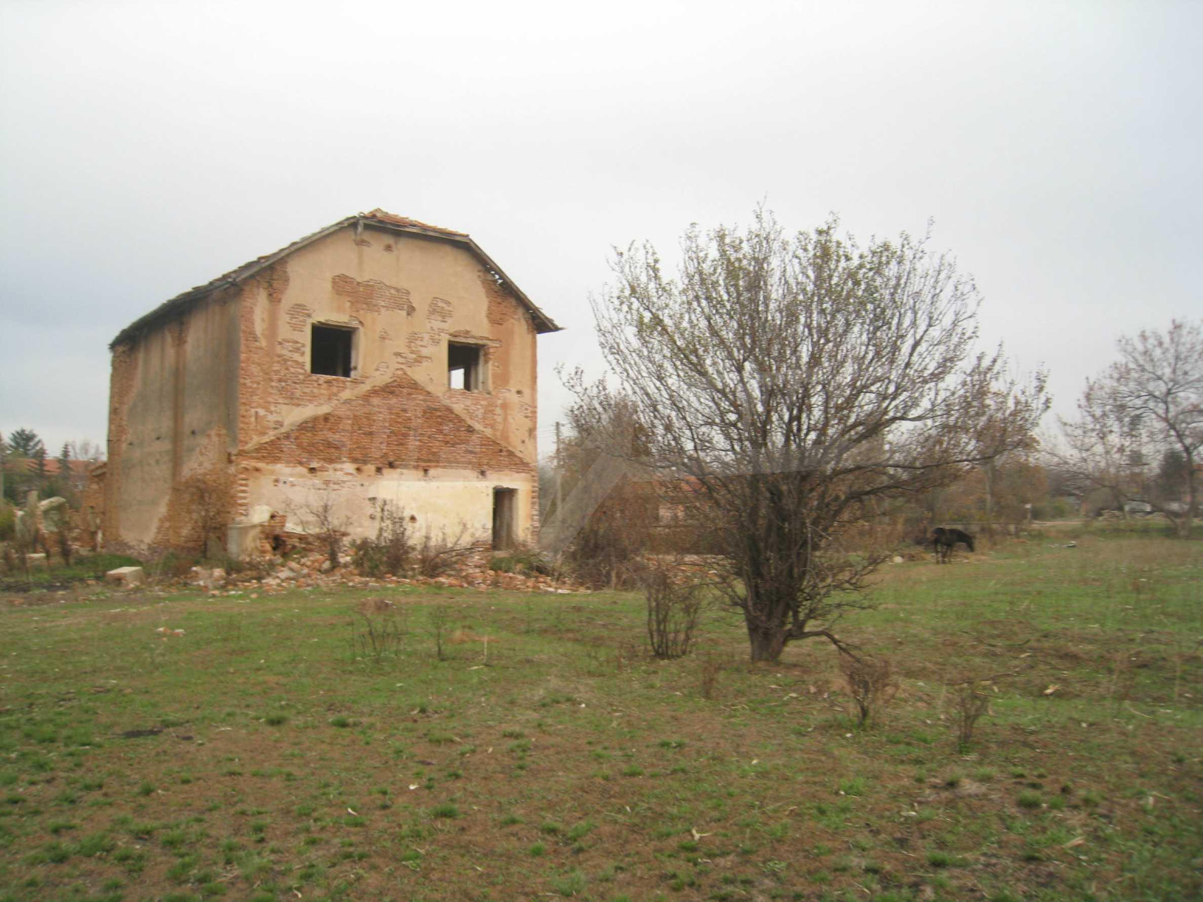 Solides dreistöckiges Gebäude (ehemalige Mühle) mit Hof in der Nähe von Elin Pelin 23