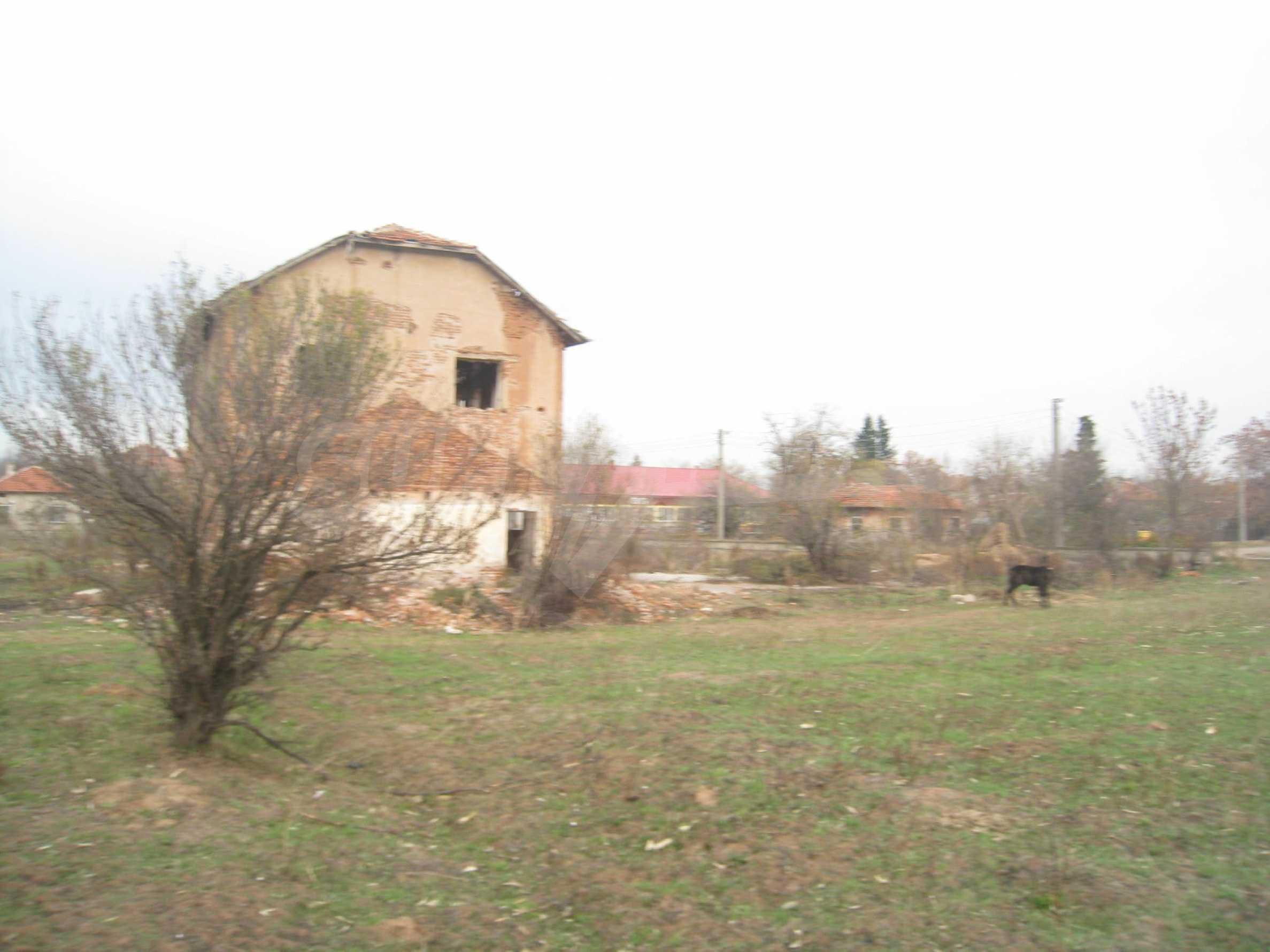 Solides dreistöckiges Gebäude (ehemalige Mühle) mit Hof in der Nähe von Elin Pelin 24