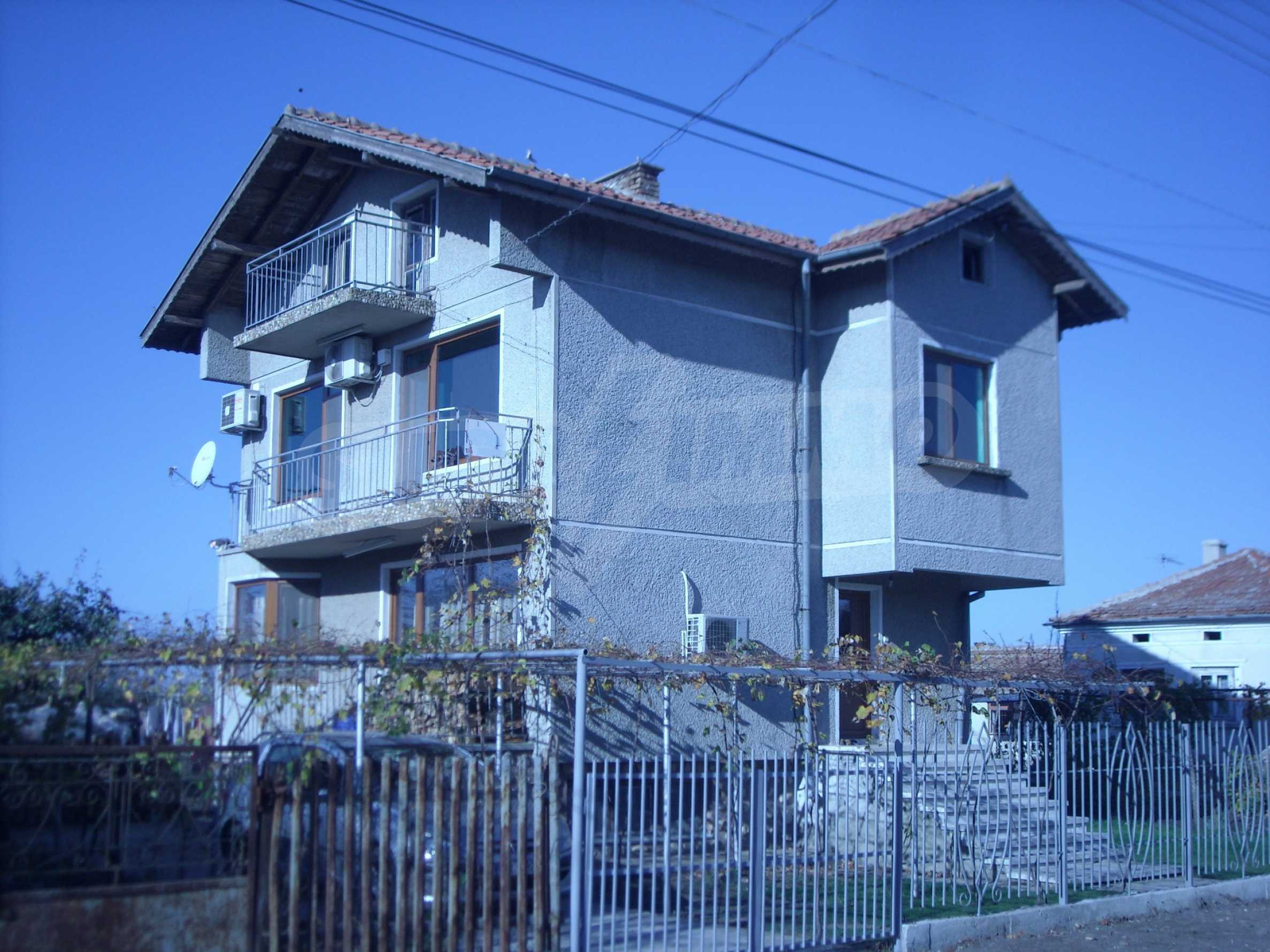 Nice big house in a village very close to the town of Dobrich