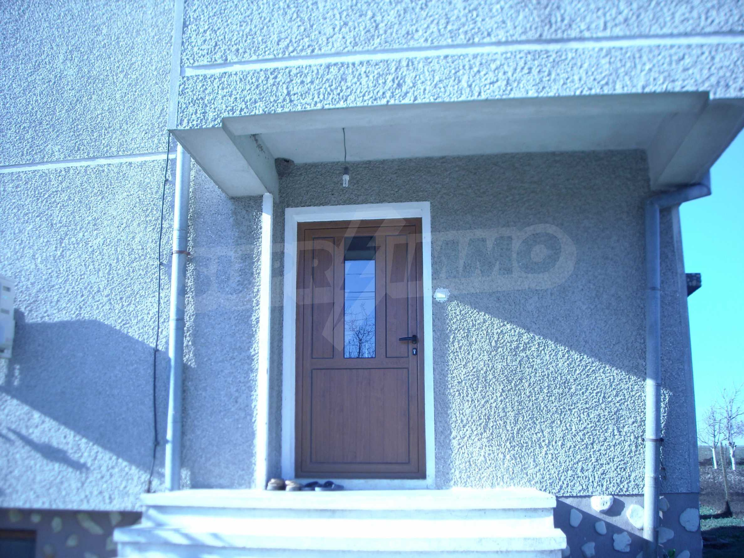 Nice big house in a village very close to the town of Dobrich 9