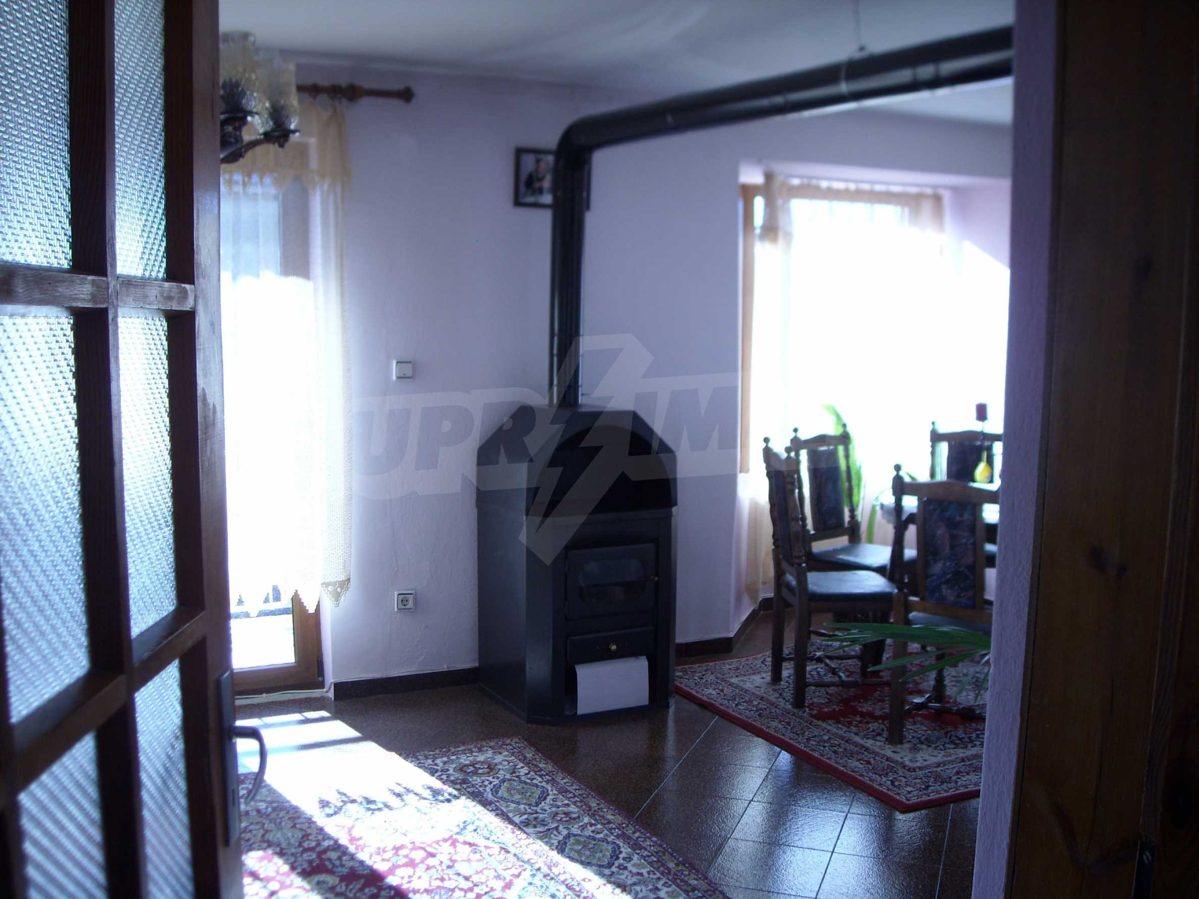 Nice big house in a village very close to the town of Dobrich 15