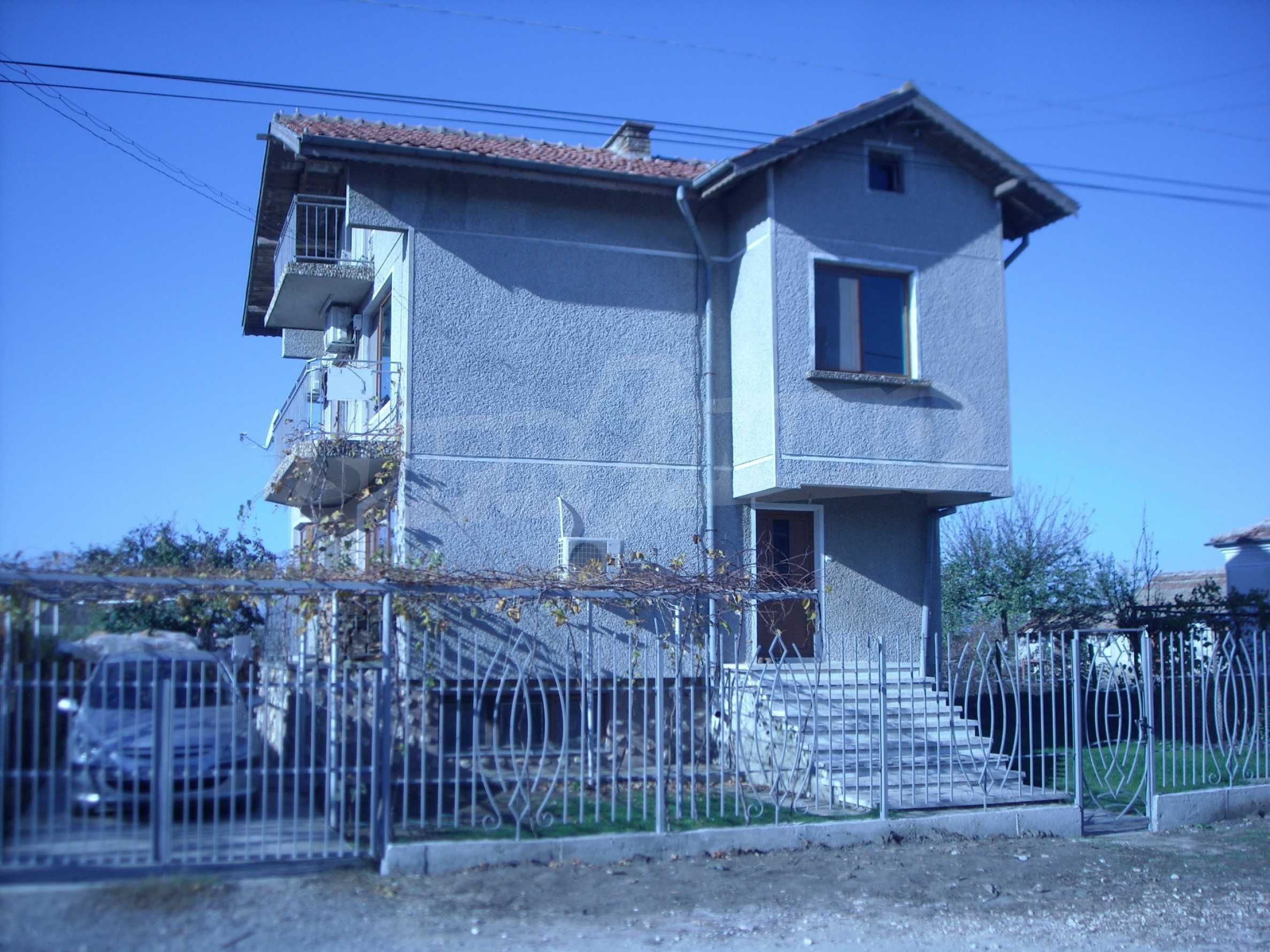 Nice big house in a village very close to the town of Dobrich 1