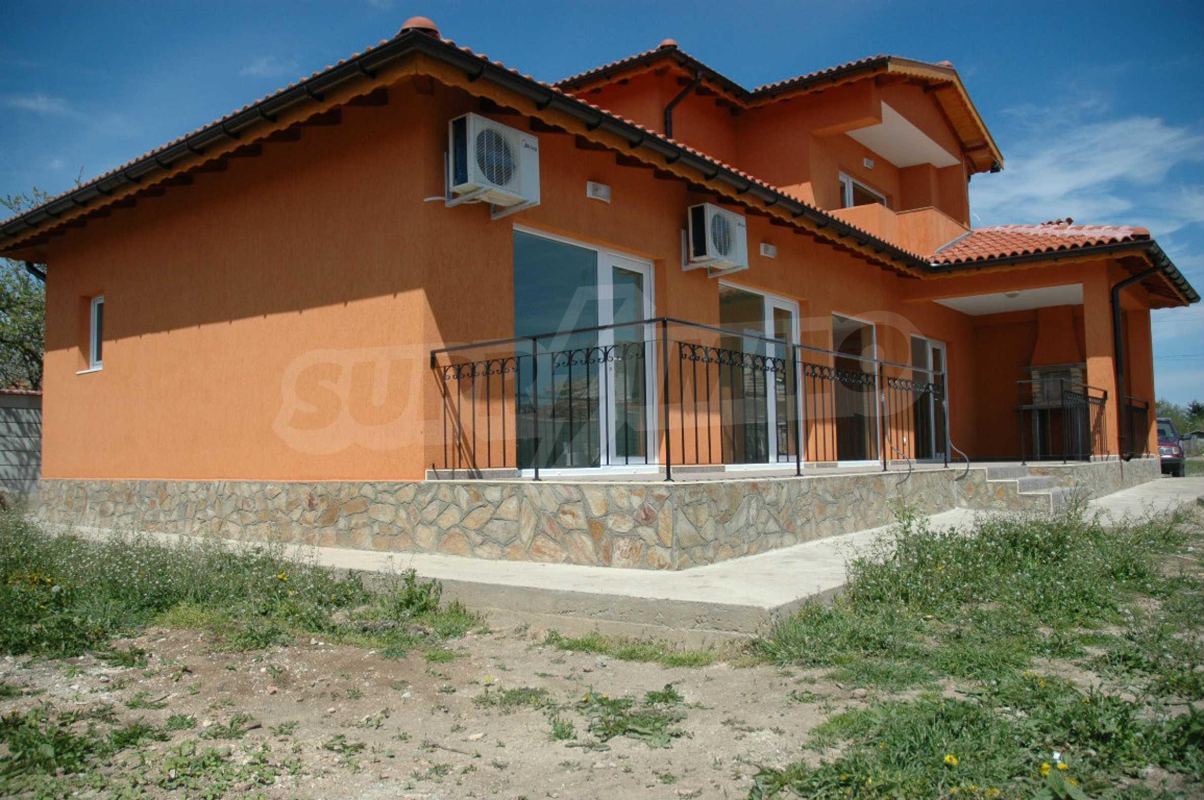 Neugebautes zweistöckiges Haus in der Nähe von Balchik 1