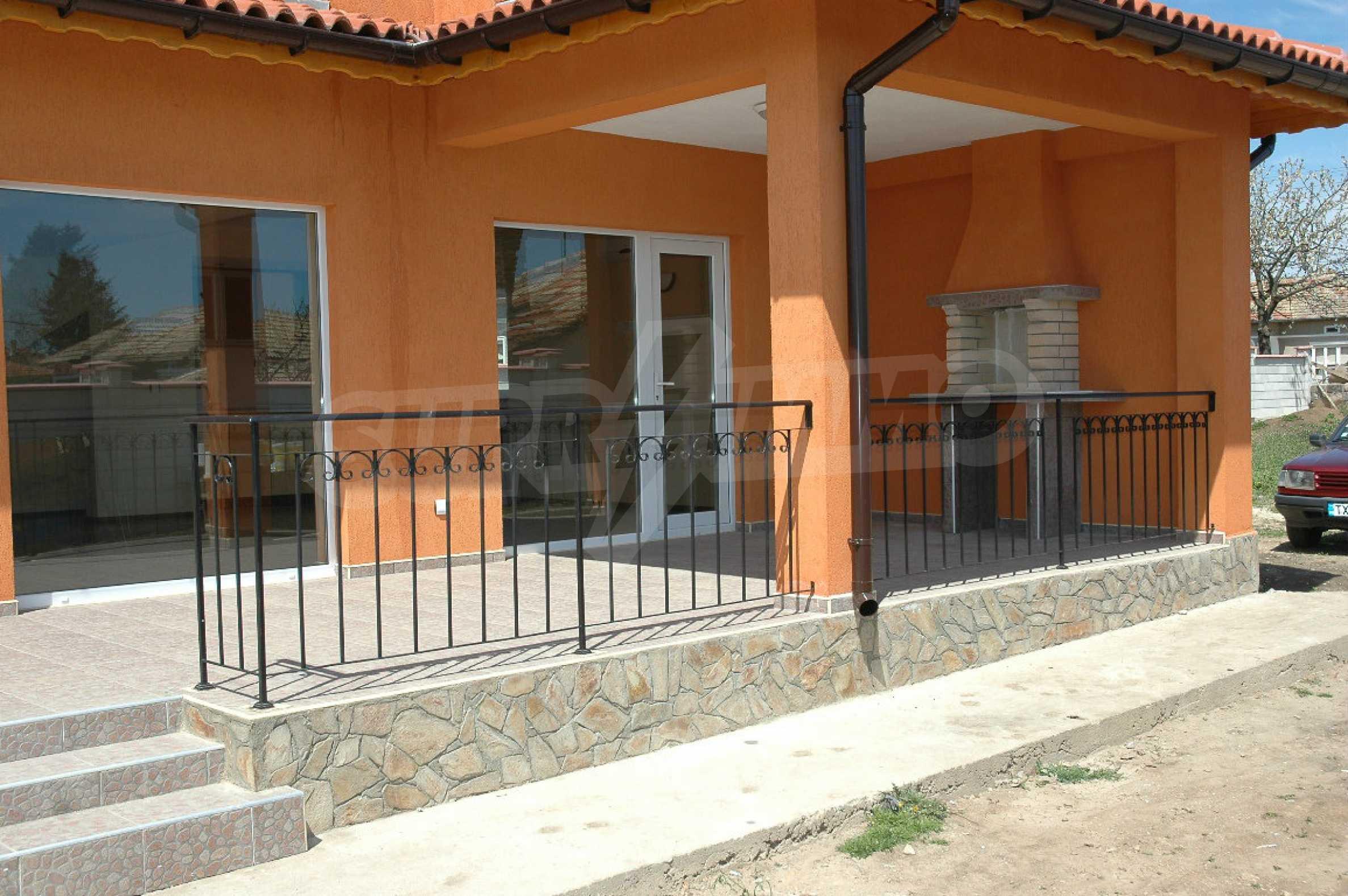 Neugebautes zweistöckiges Haus in der Nähe von Balchik 2