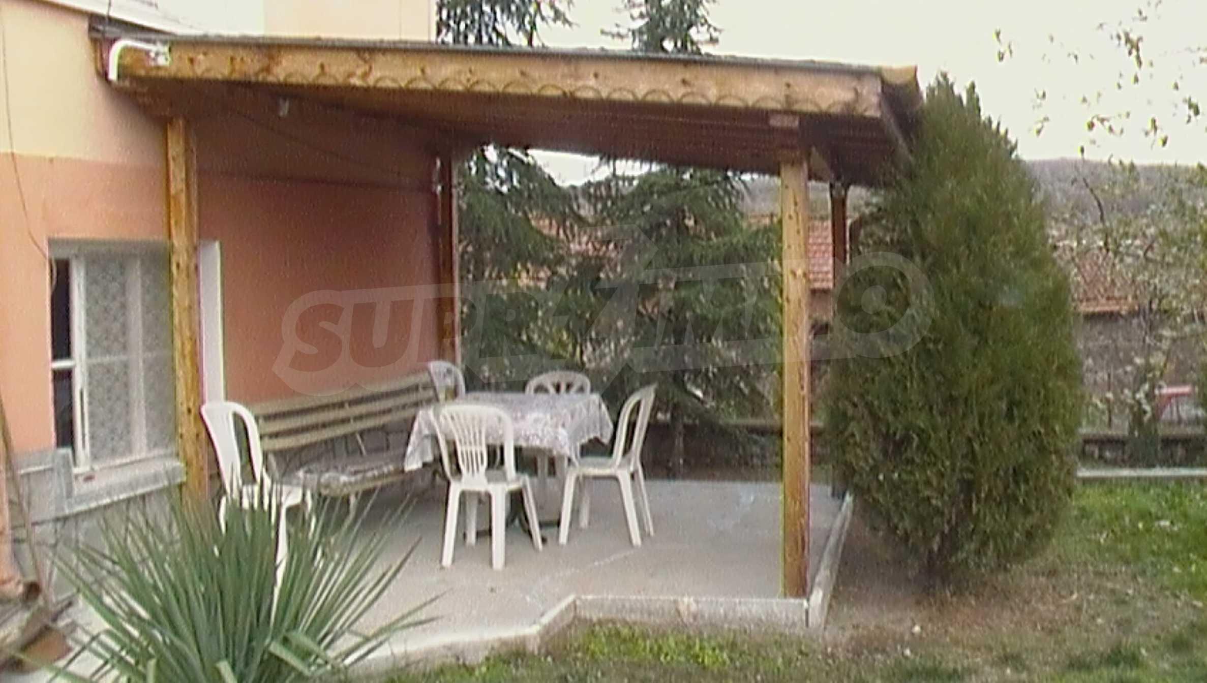 Ein solides zweistöckiges Haus in einem ruhigen Dorf in der Nähe von Kurort und Haskovo 16