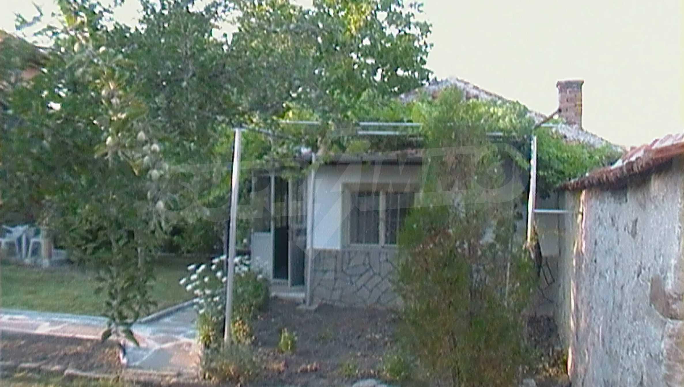 Ein solides zweistöckiges Haus in einem ruhigen Dorf in der Nähe von Kurort und Haskovo 17