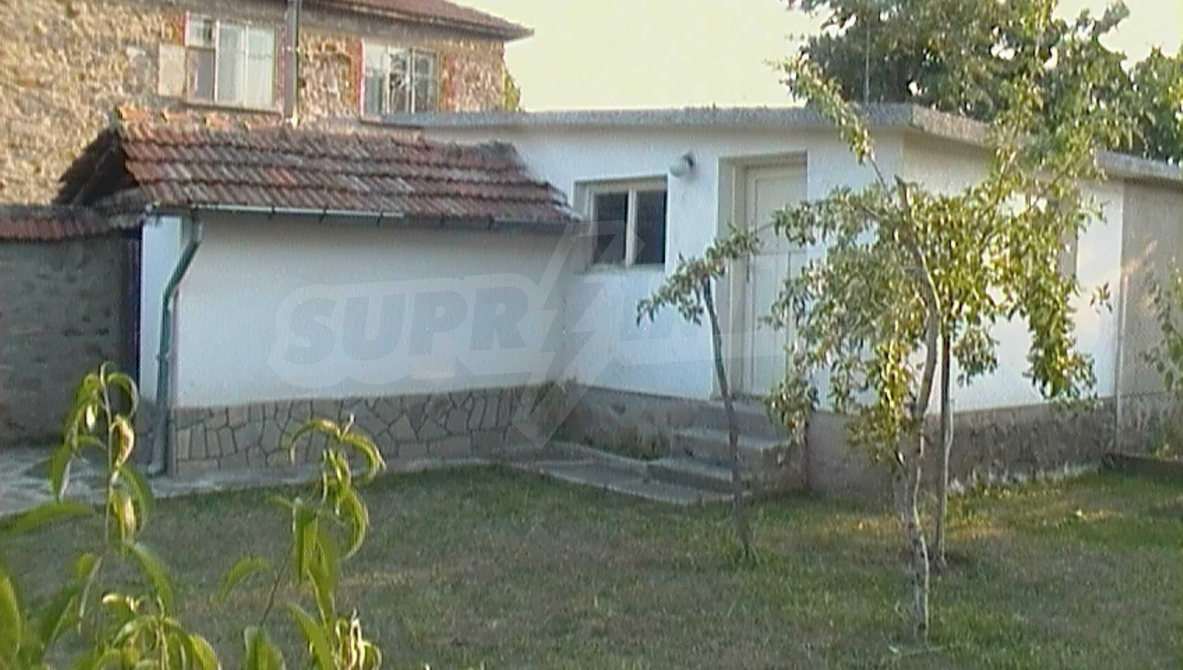Ein solides zweistöckiges Haus in einem ruhigen Dorf in der Nähe von Kurort und Haskovo 21