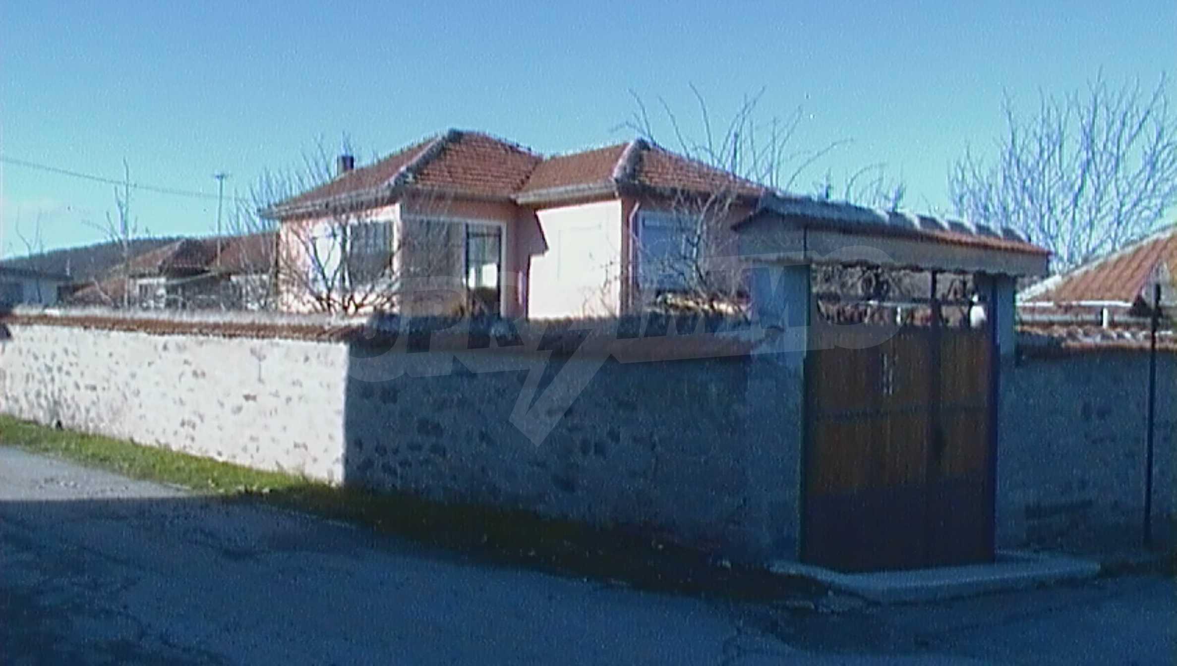 Ein solides zweistöckiges Haus in einem ruhigen Dorf in der Nähe von Kurort und Haskovo 23