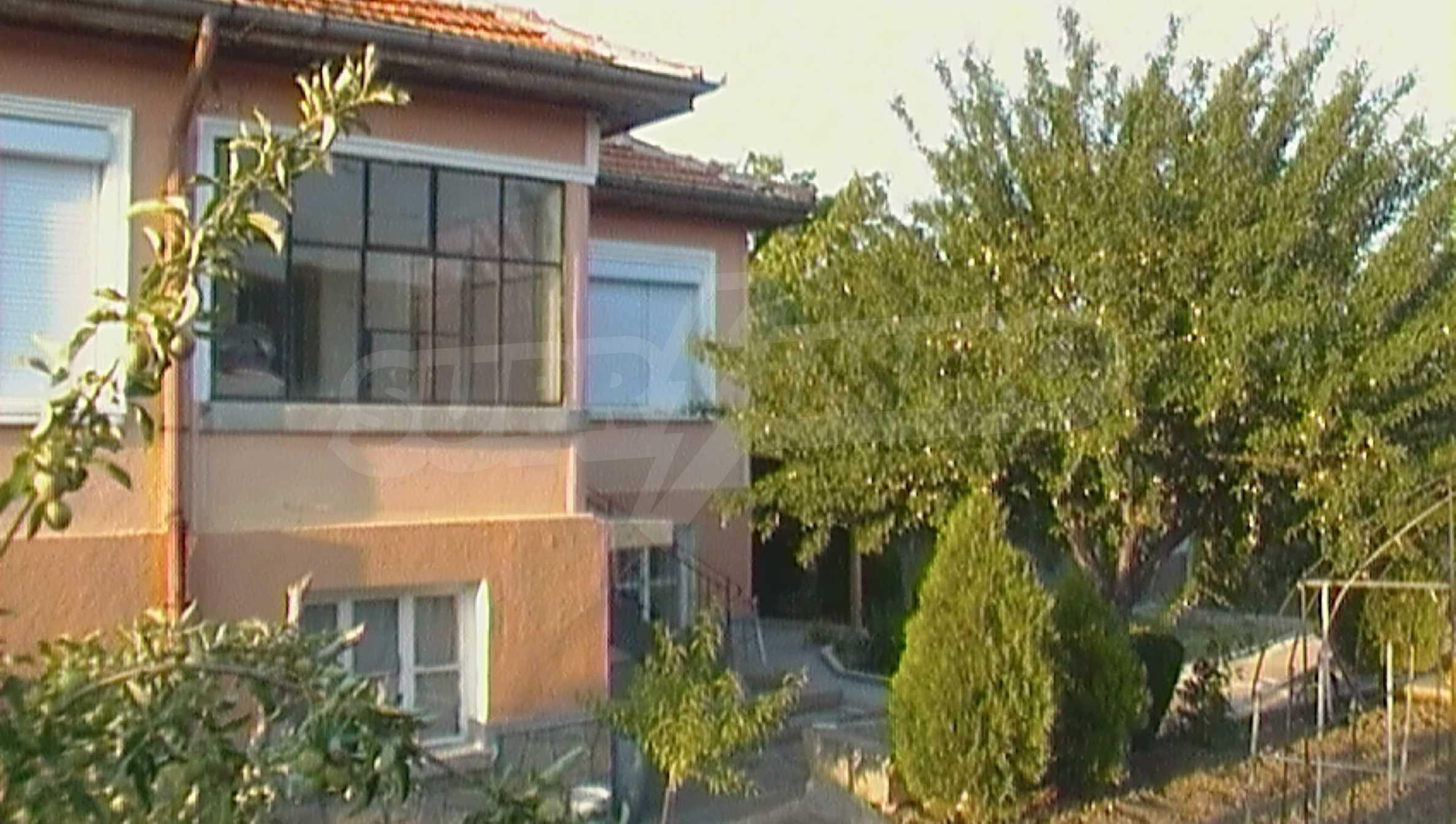 Ein solides zweistöckiges Haus in einem ruhigen Dorf in der Nähe von Kurort und Haskovo 2