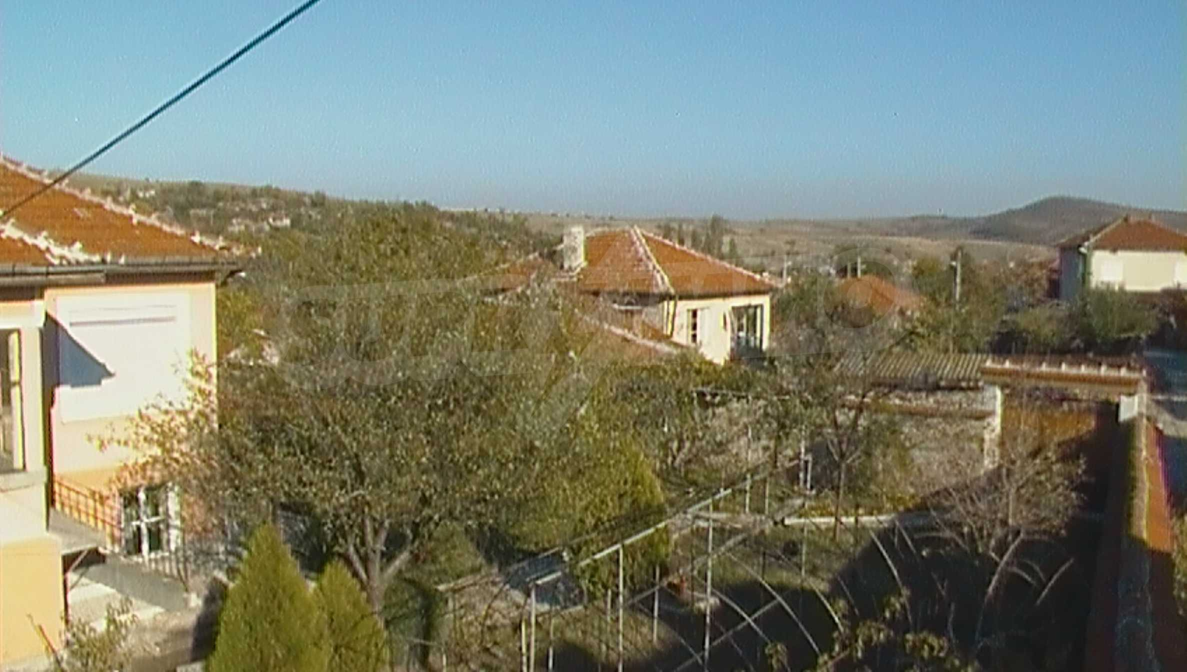 Ein solides zweistöckiges Haus in einem ruhigen Dorf in der Nähe von Kurort und Haskovo 6