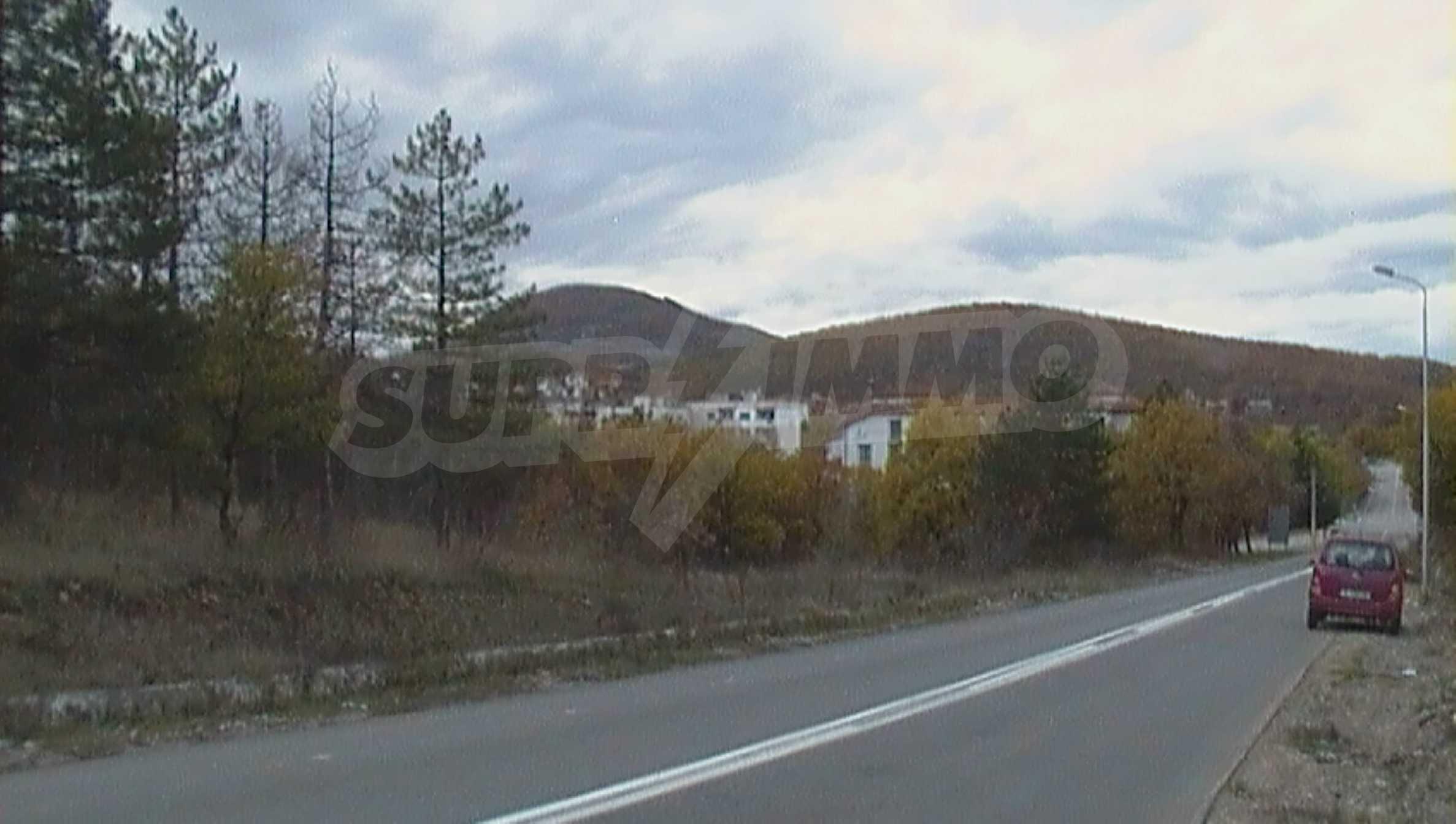 Ein solides zweistöckiges Haus in einem ruhigen Dorf in der Nähe von Kurort und Haskovo 7