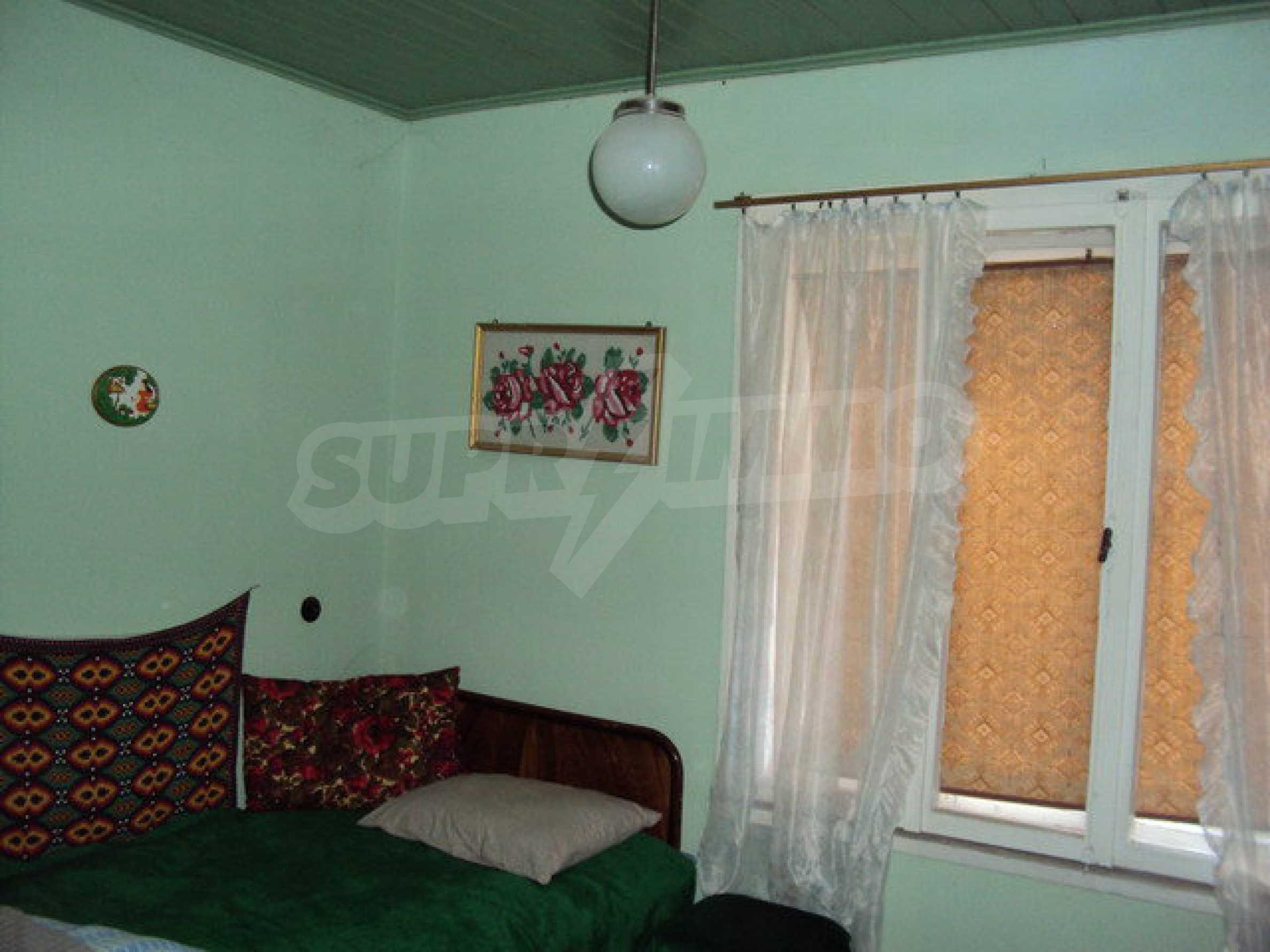 Massives zweistöckiges Haus in einem Dorf 40 km. von Veliko Tarnovo 12