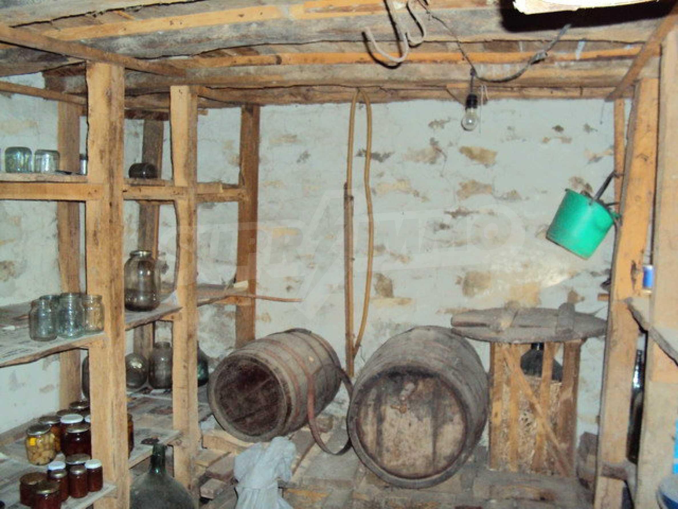 Massives zweistöckiges Haus in einem Dorf 40 km. von Veliko Tarnovo 16