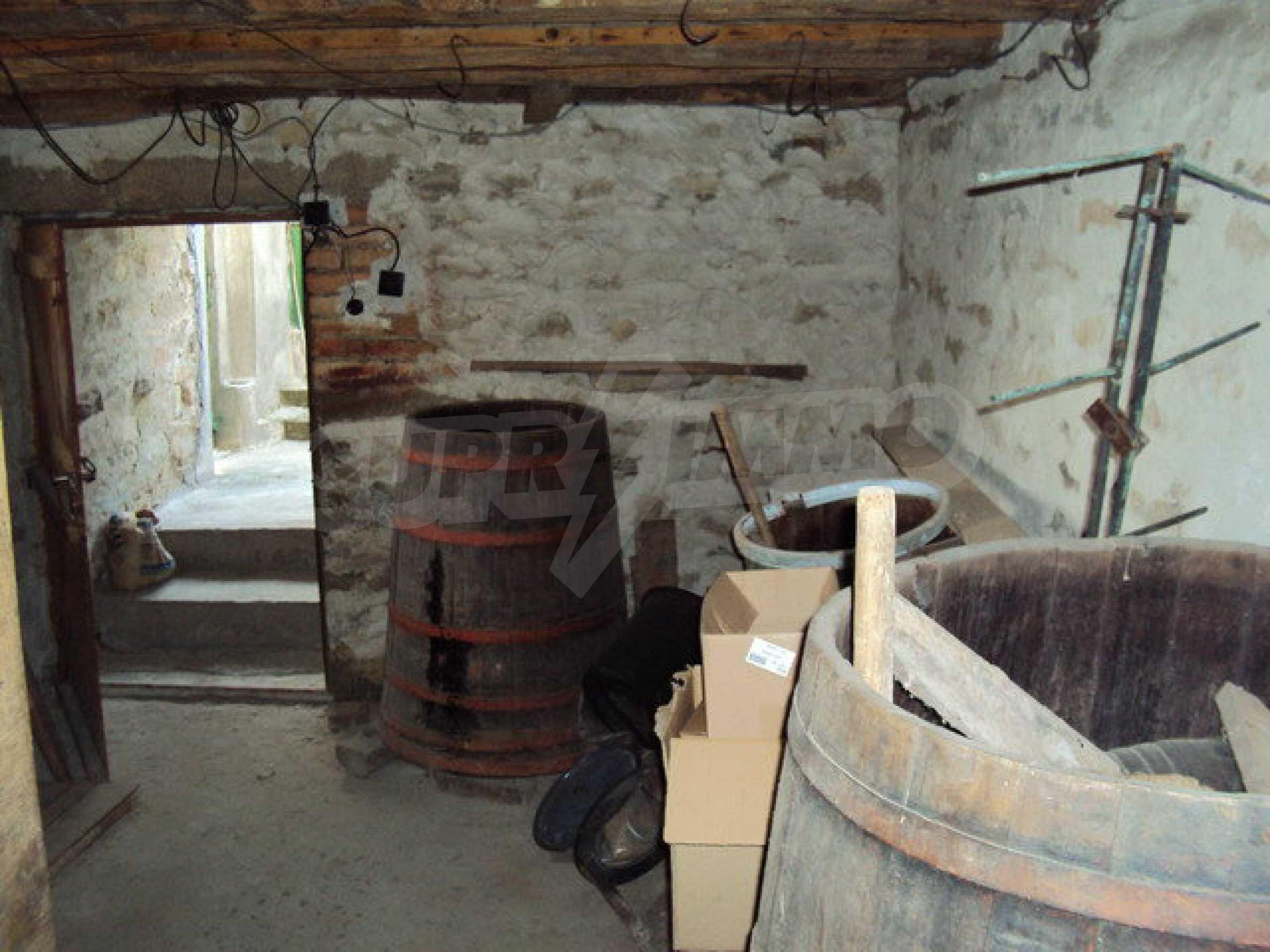 Massives zweistöckiges Haus in einem Dorf 40 km. von Veliko Tarnovo 17