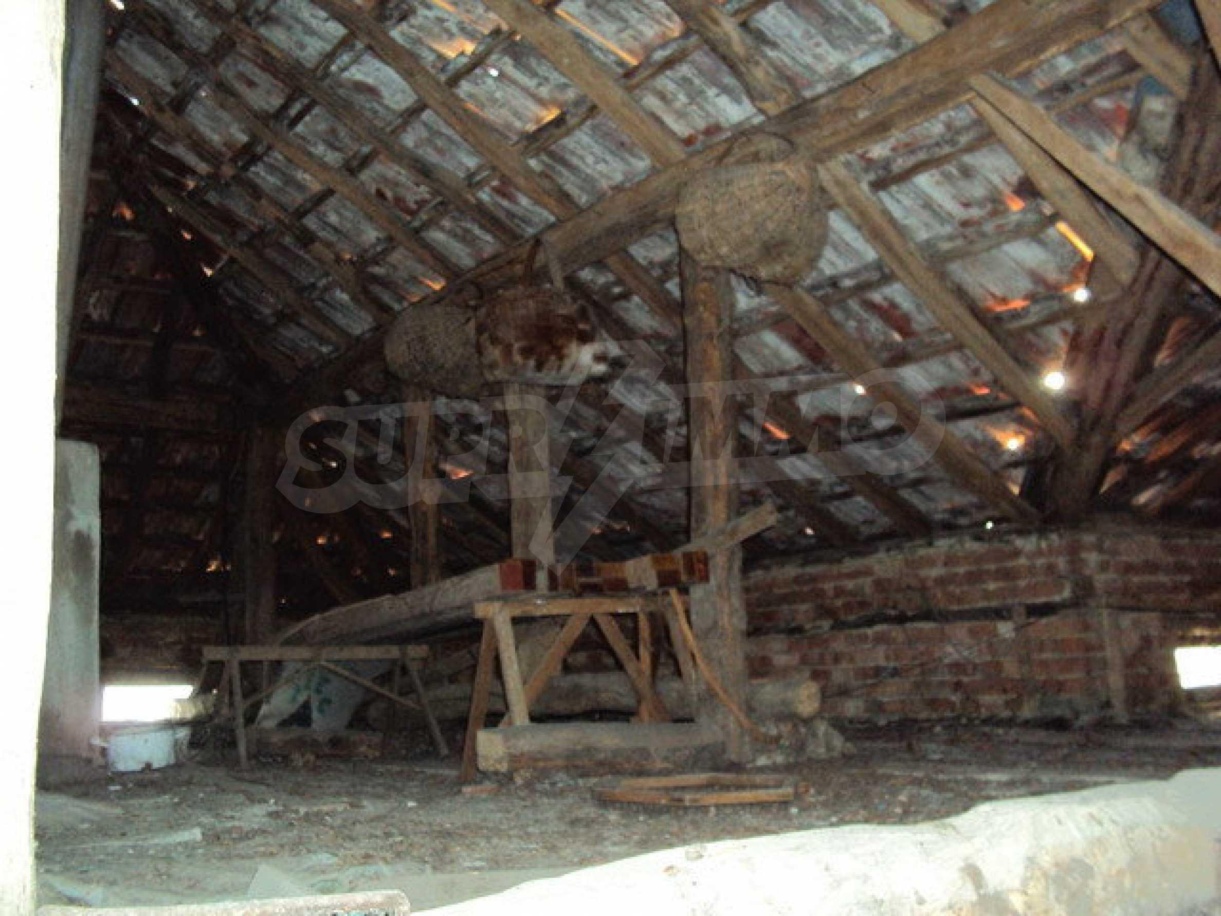 Massives zweistöckiges Haus in einem Dorf 40 km. von Veliko Tarnovo 19