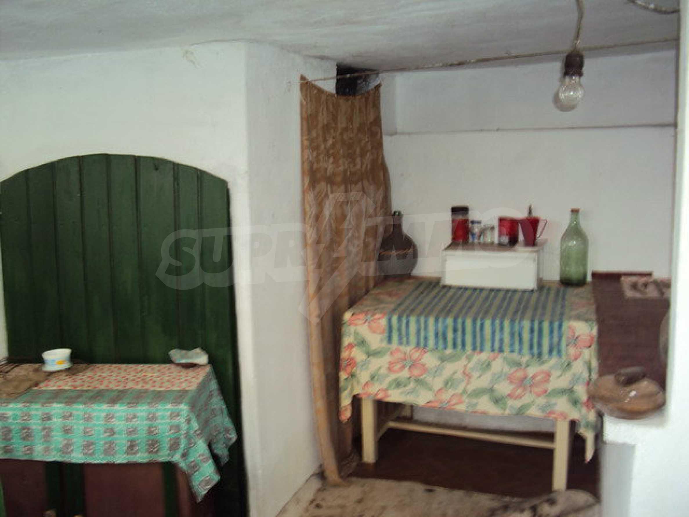 Massives zweistöckiges Haus in einem Dorf 40 km. von Veliko Tarnovo 21
