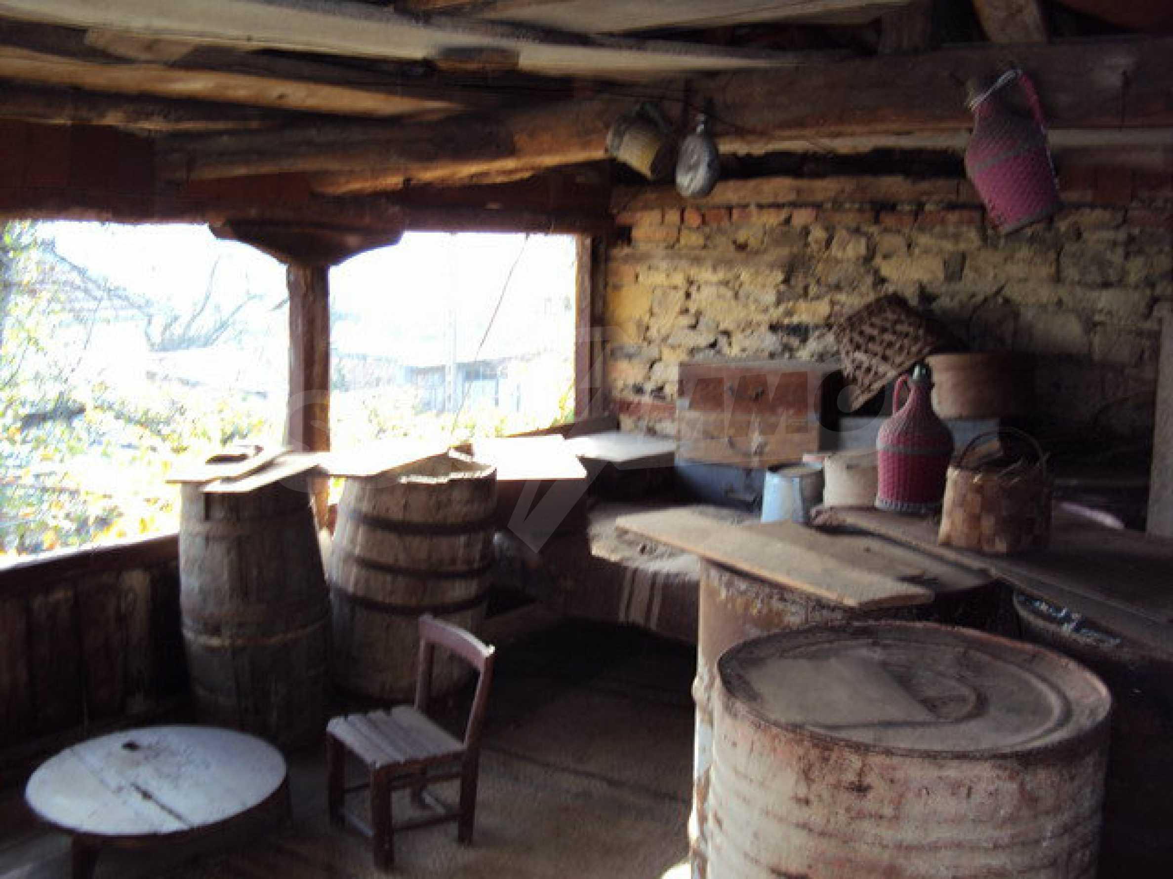 Massives zweistöckiges Haus in einem Dorf 40 km. von Veliko Tarnovo 23