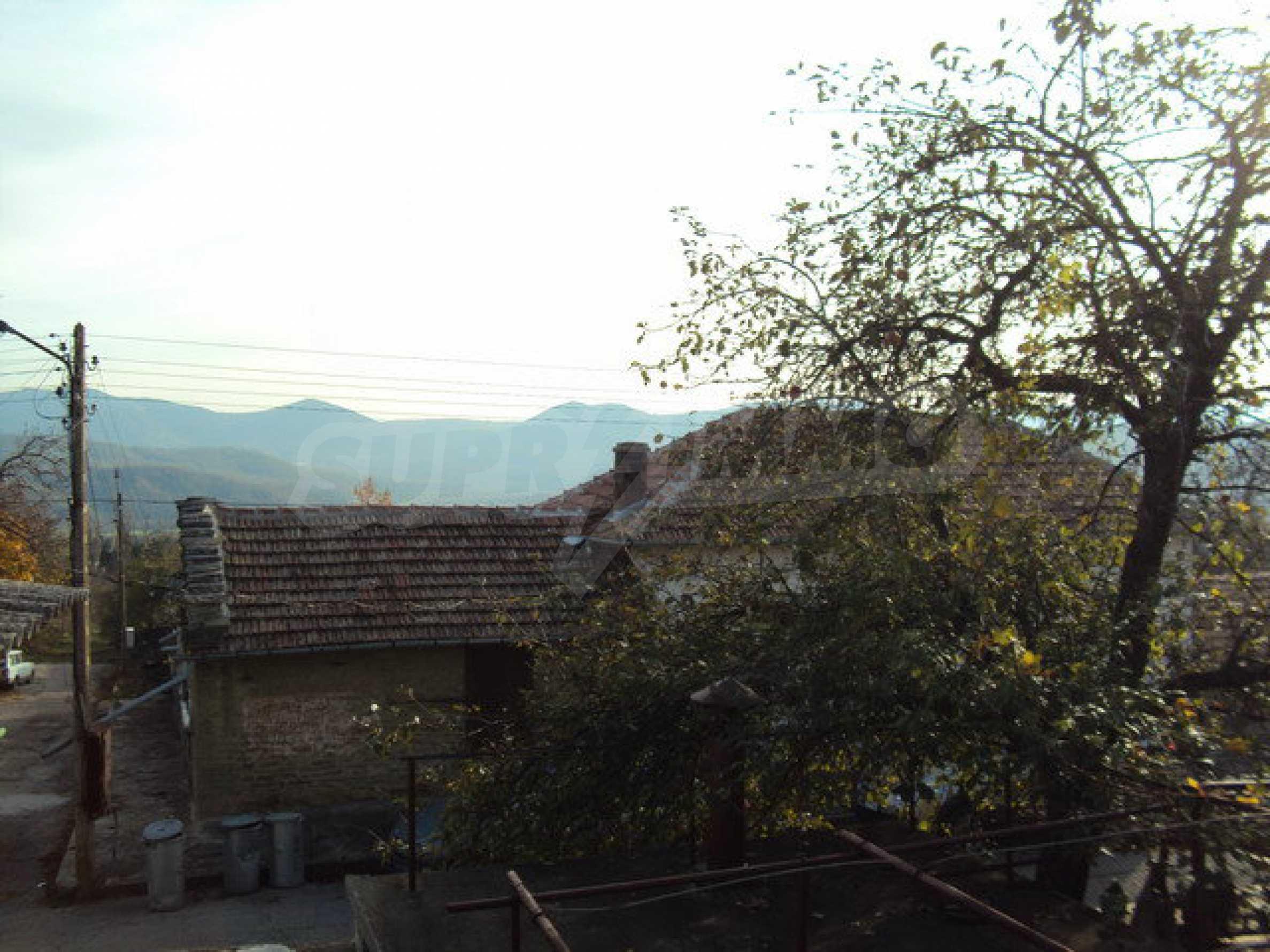 Massives zweistöckiges Haus in einem Dorf 40 km. von Veliko Tarnovo 24