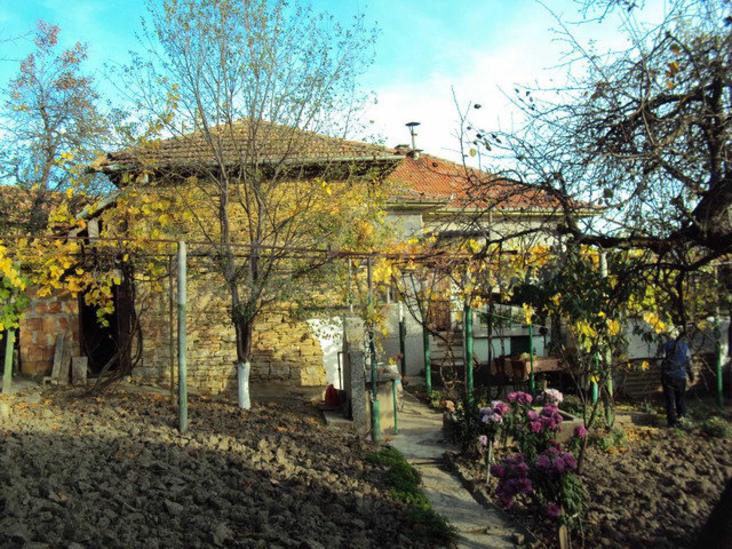 Massives zweistöckiges Haus in einem Dorf 40 km. von Veliko Tarnovo 2