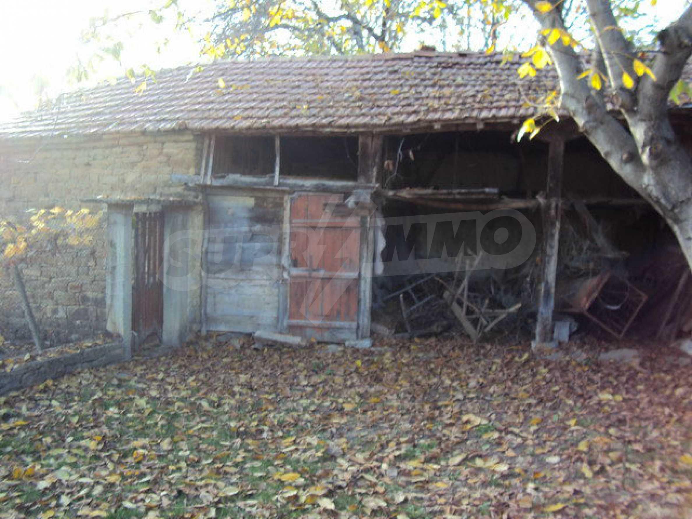 Massives zweistöckiges Haus in einem Dorf 40 km. von Veliko Tarnovo 29