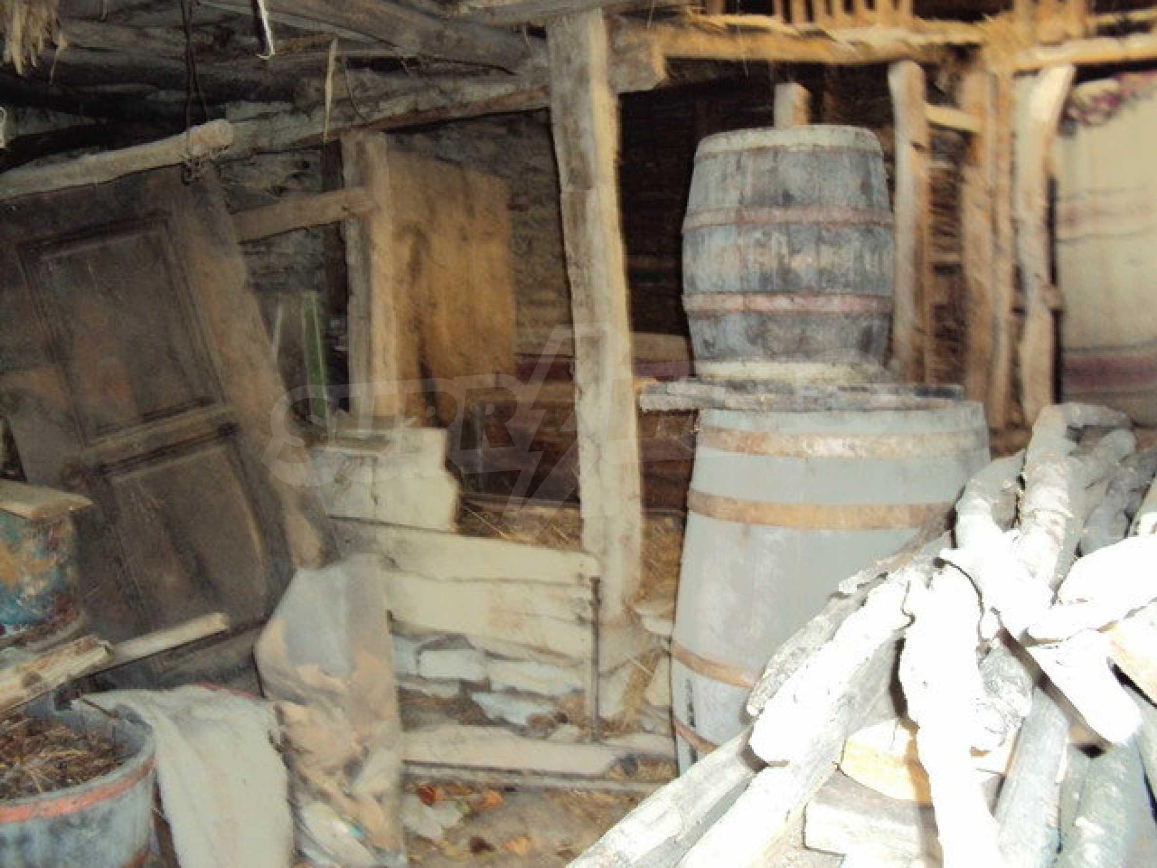 Massives zweistöckiges Haus in einem Dorf 40 km. von Veliko Tarnovo 31