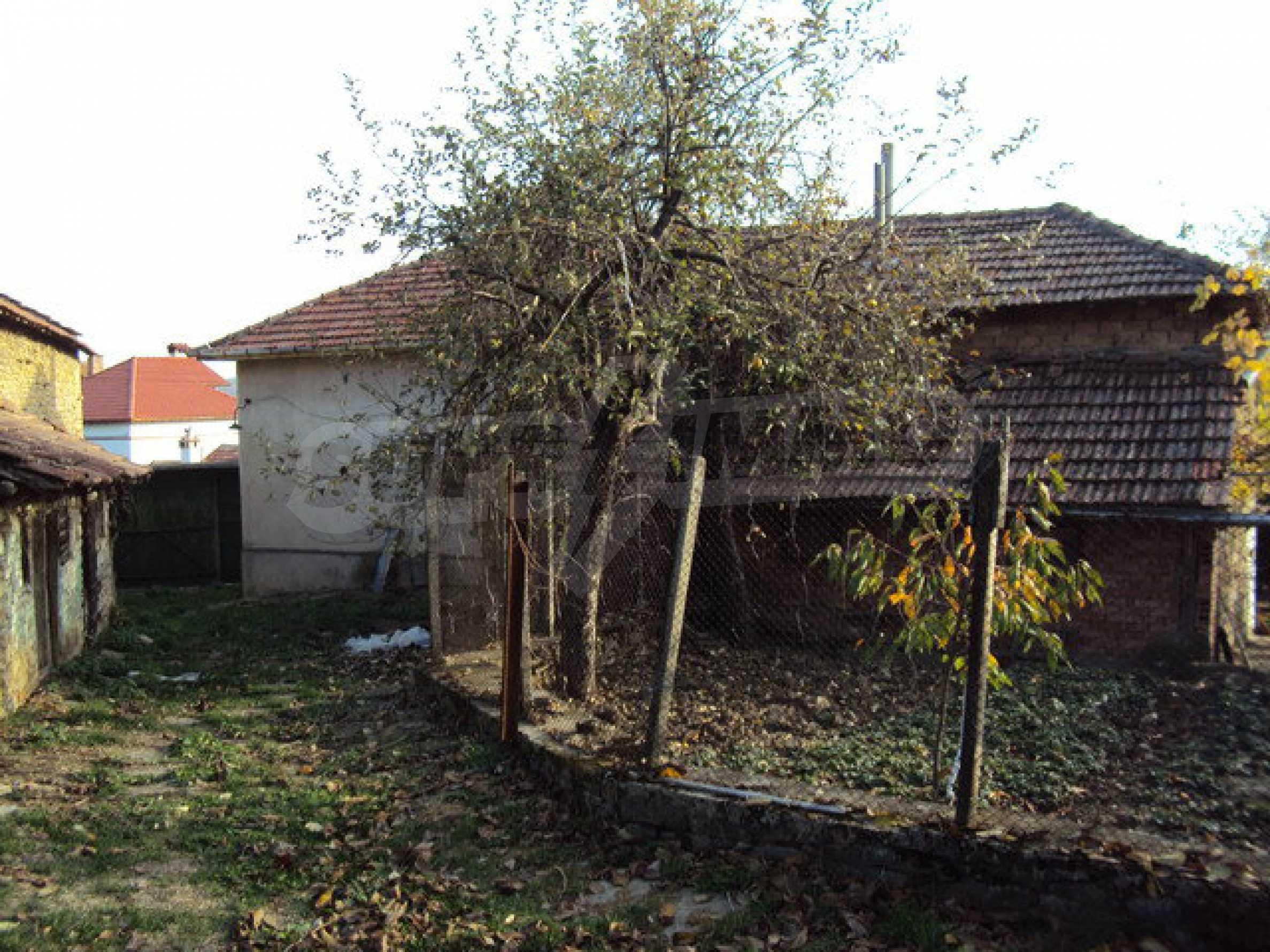 Massives zweistöckiges Haus in einem Dorf 40 km. von Veliko Tarnovo 3