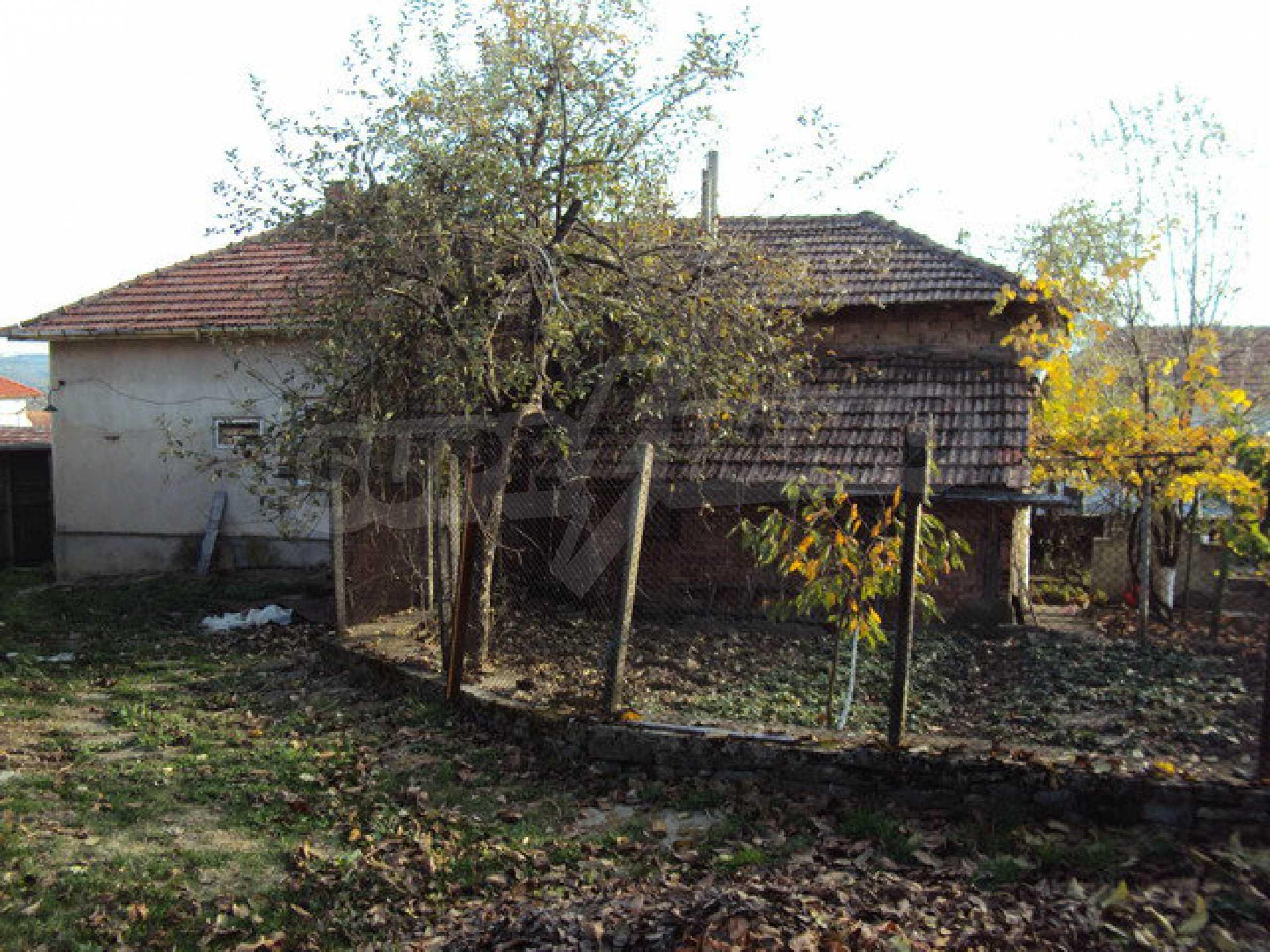 Massives zweistöckiges Haus in einem Dorf 40 km. von Veliko Tarnovo 4
