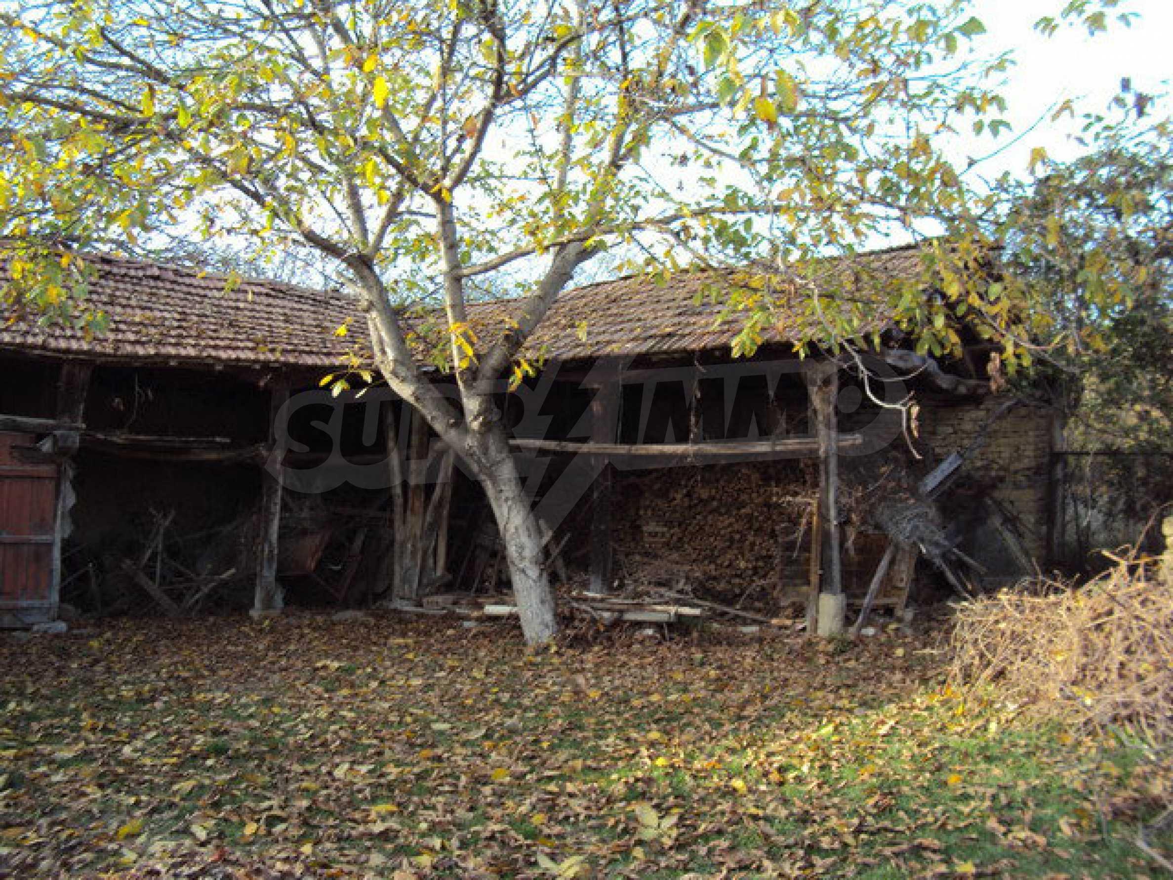Massives zweistöckiges Haus in einem Dorf 40 km. von Veliko Tarnovo 5