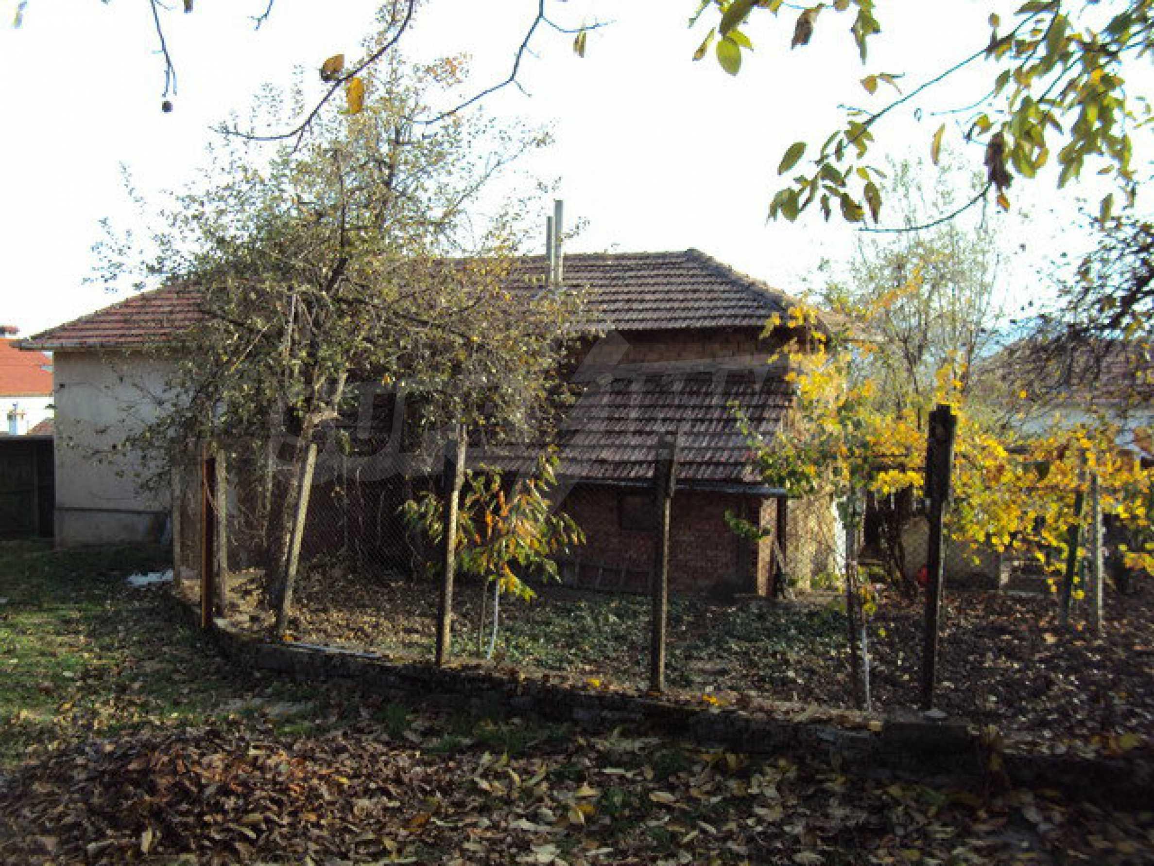 Massives zweistöckiges Haus in einem Dorf 40 km. von Veliko Tarnovo 6