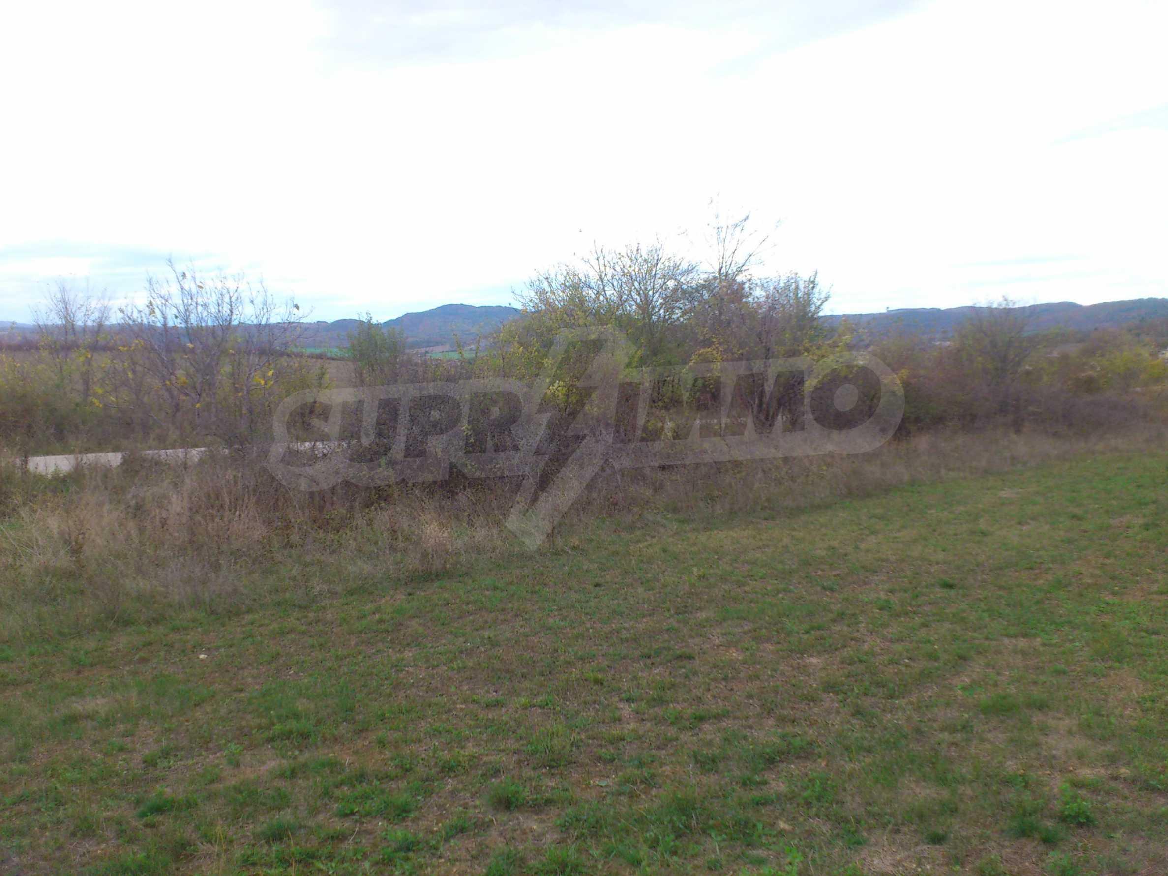 Grundstück 3 km von Veliko Tarnovo entfernt mit Blick auf eine Asphaltstraße 4