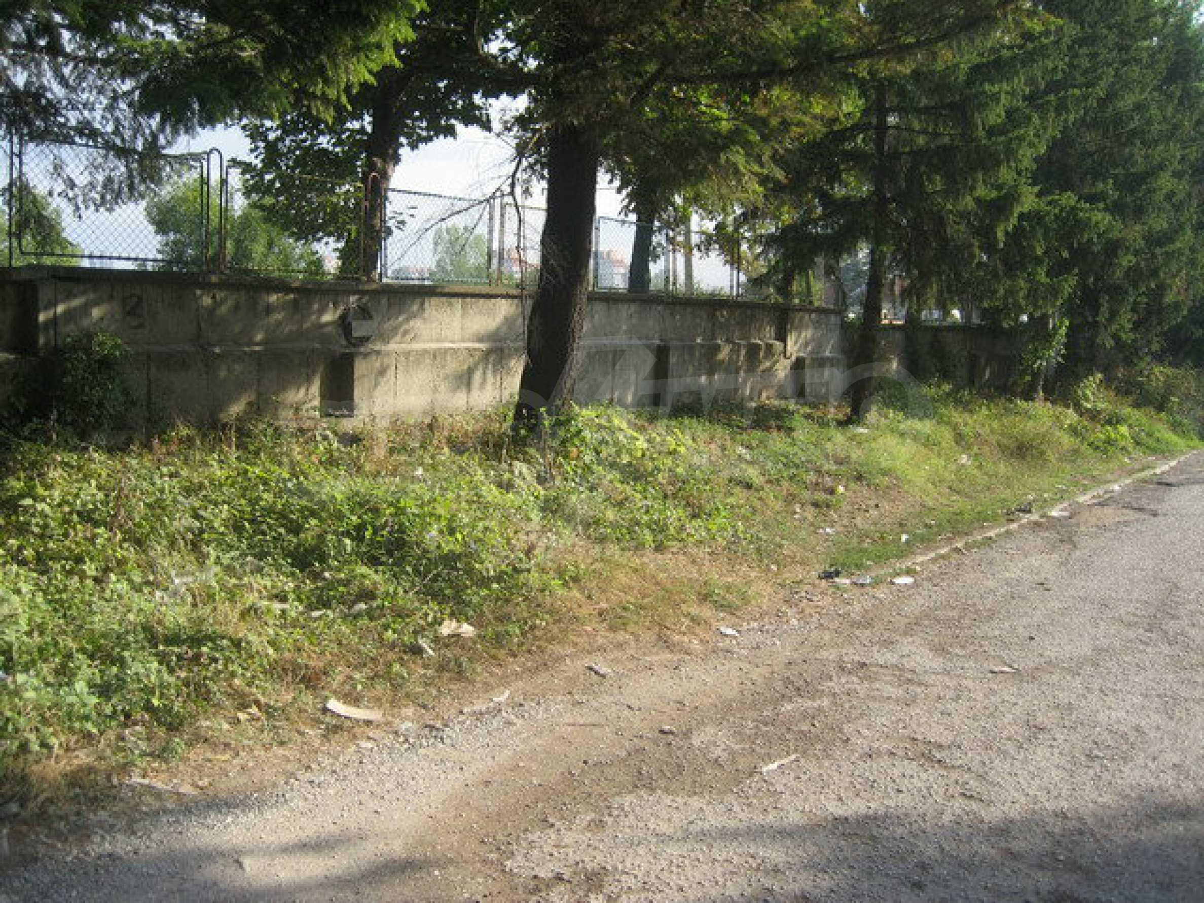 Land with buildings in the industrial area of Veliko Tarnovo 1