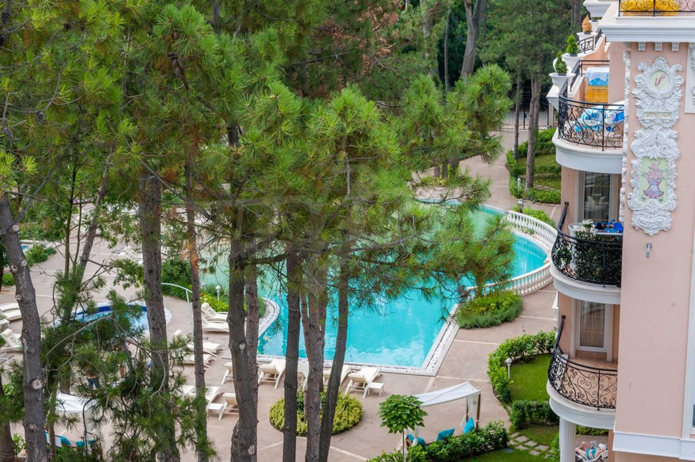 Dawn Park Royal Venera Palace 26
